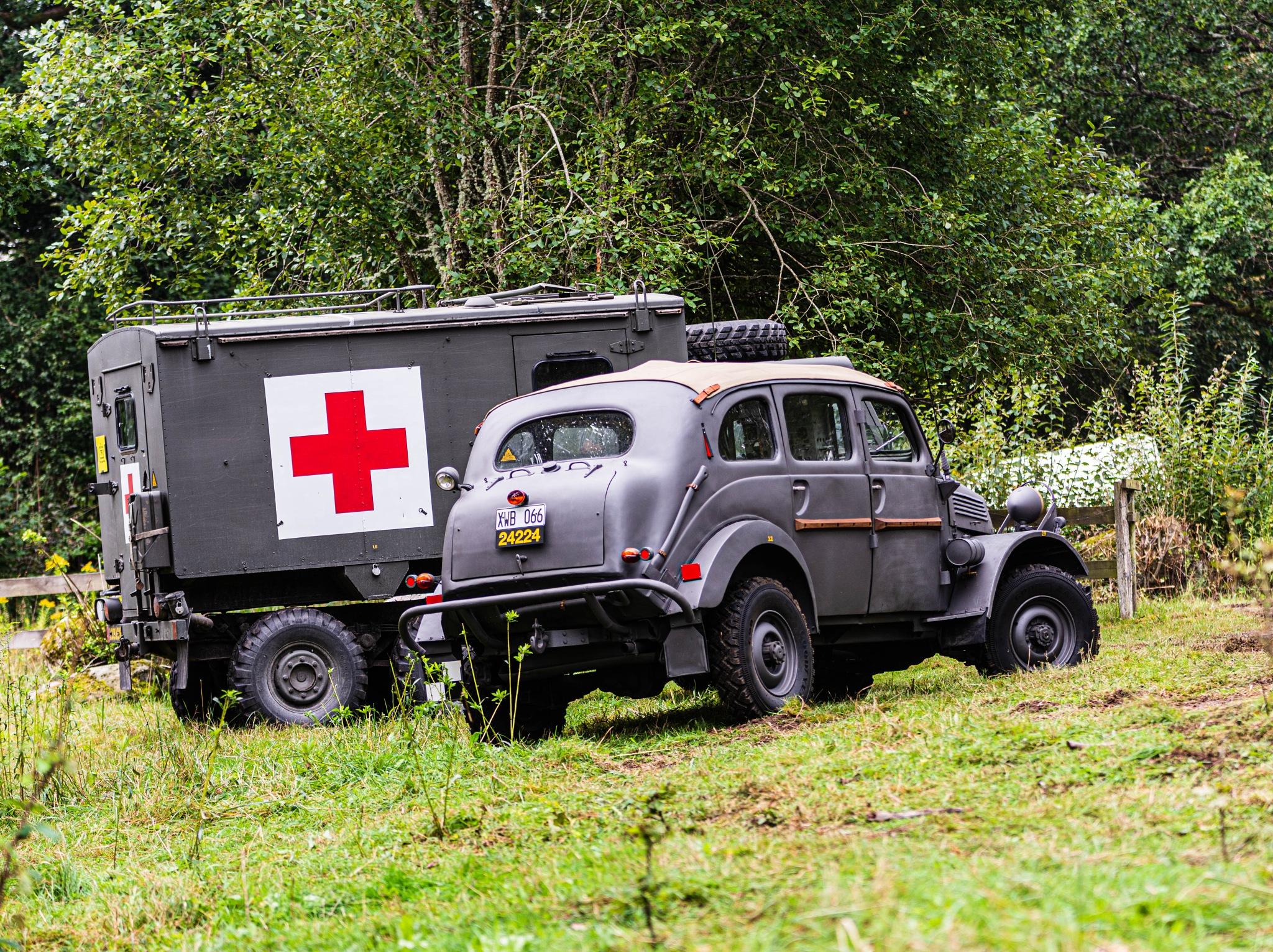 Terrängpersonvagn m/43 och Sjuktransportterrängbil 1314A MT  by Johnny Lythell