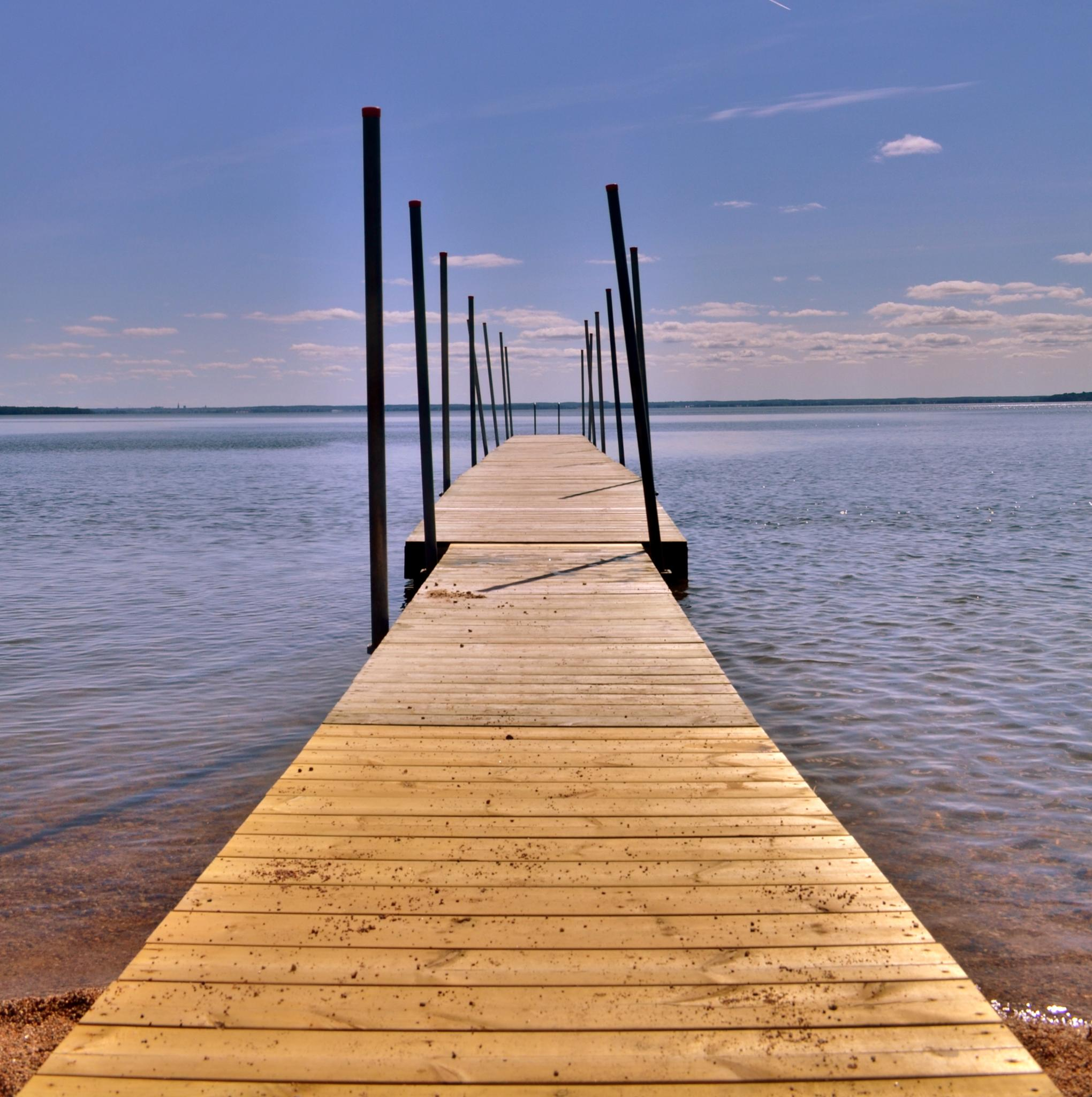 Summer and time for swimming by rollepersson