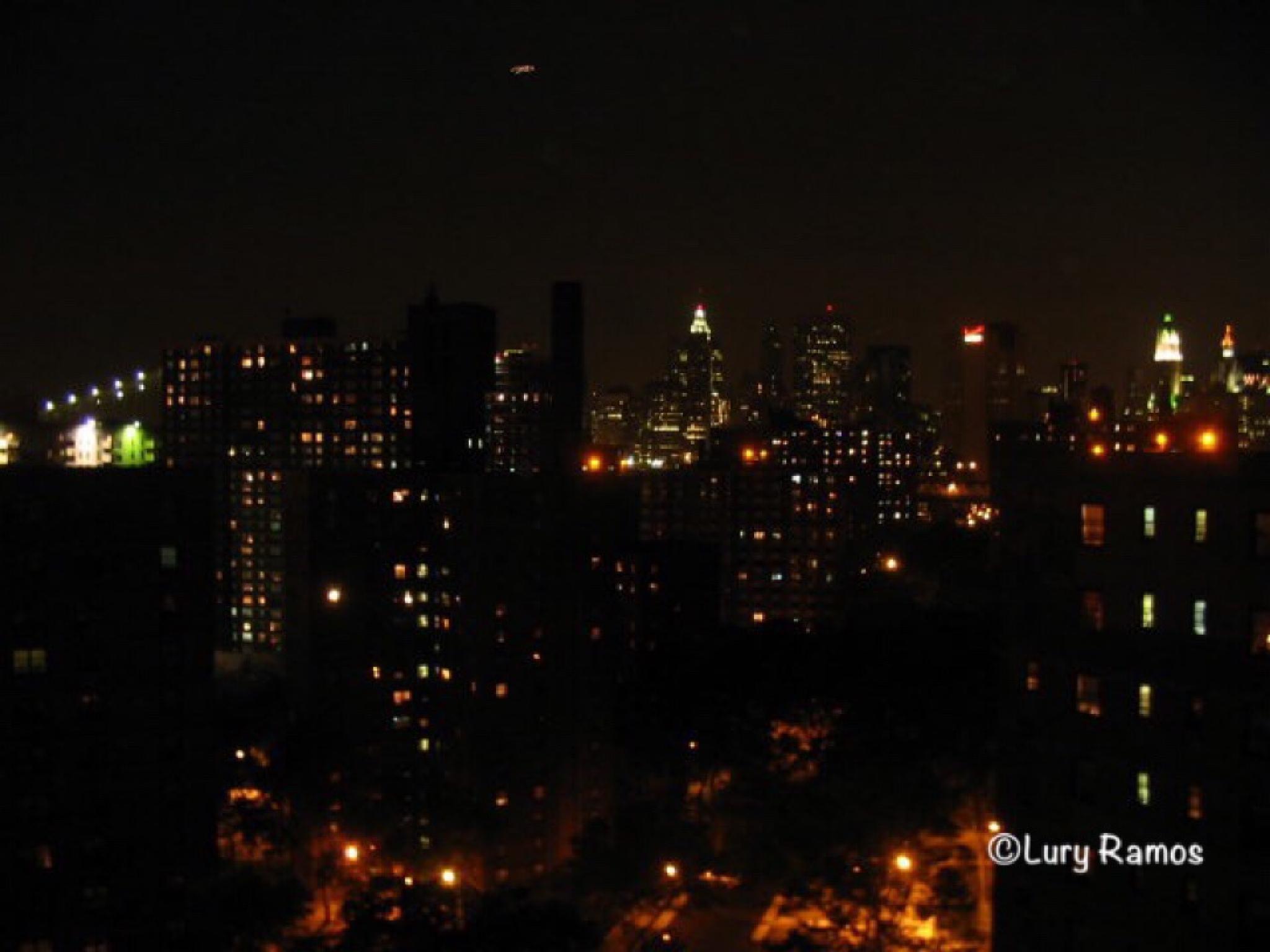 New York @ Night by Lury Ramos