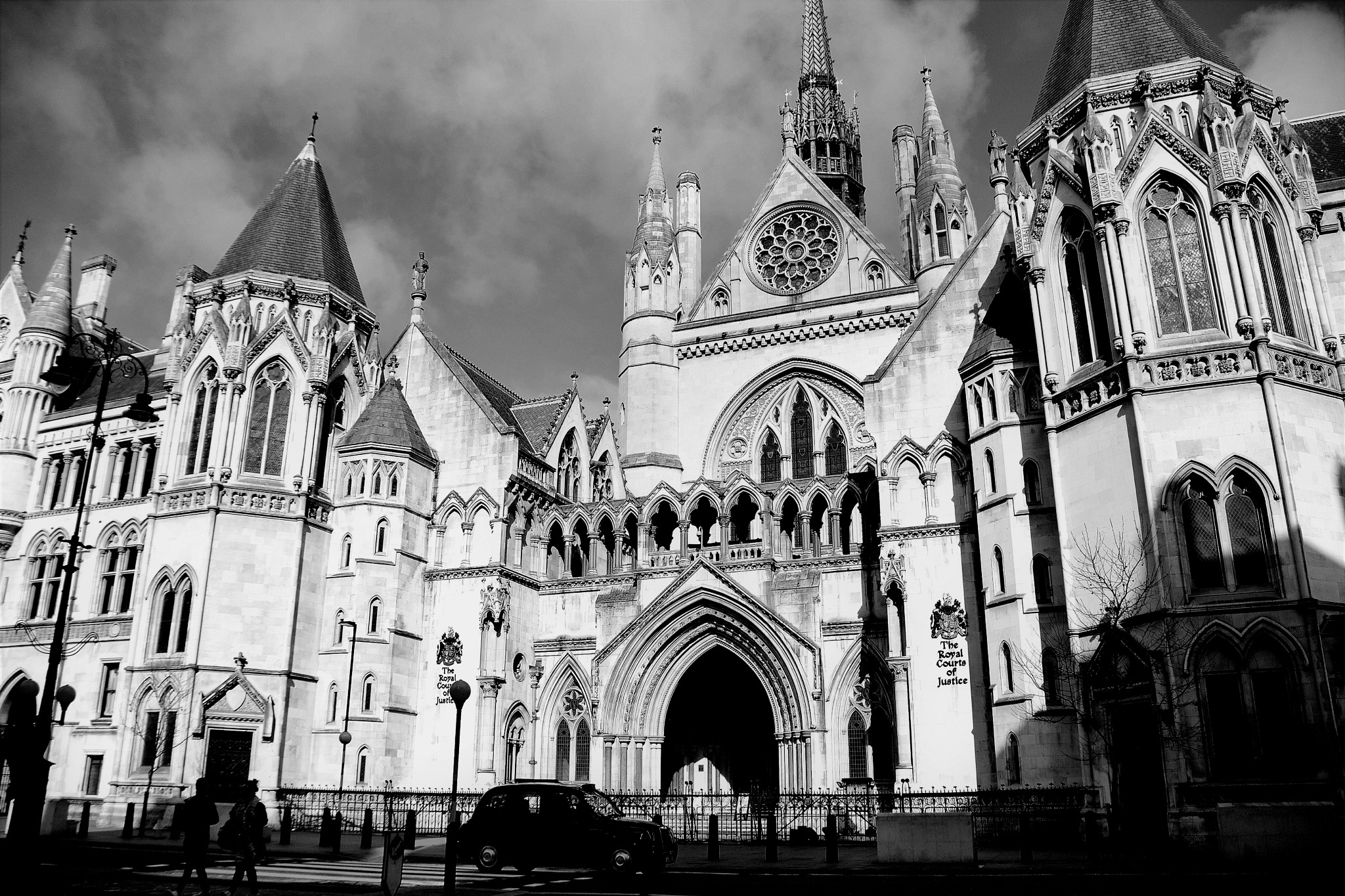 Royal Courts of justice  by cliff.edmundson.3