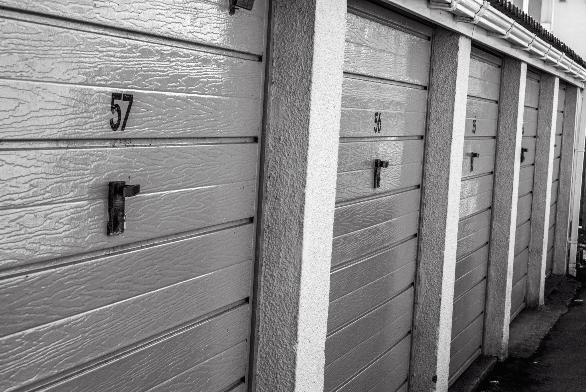 Garage doors by MADOLDIE