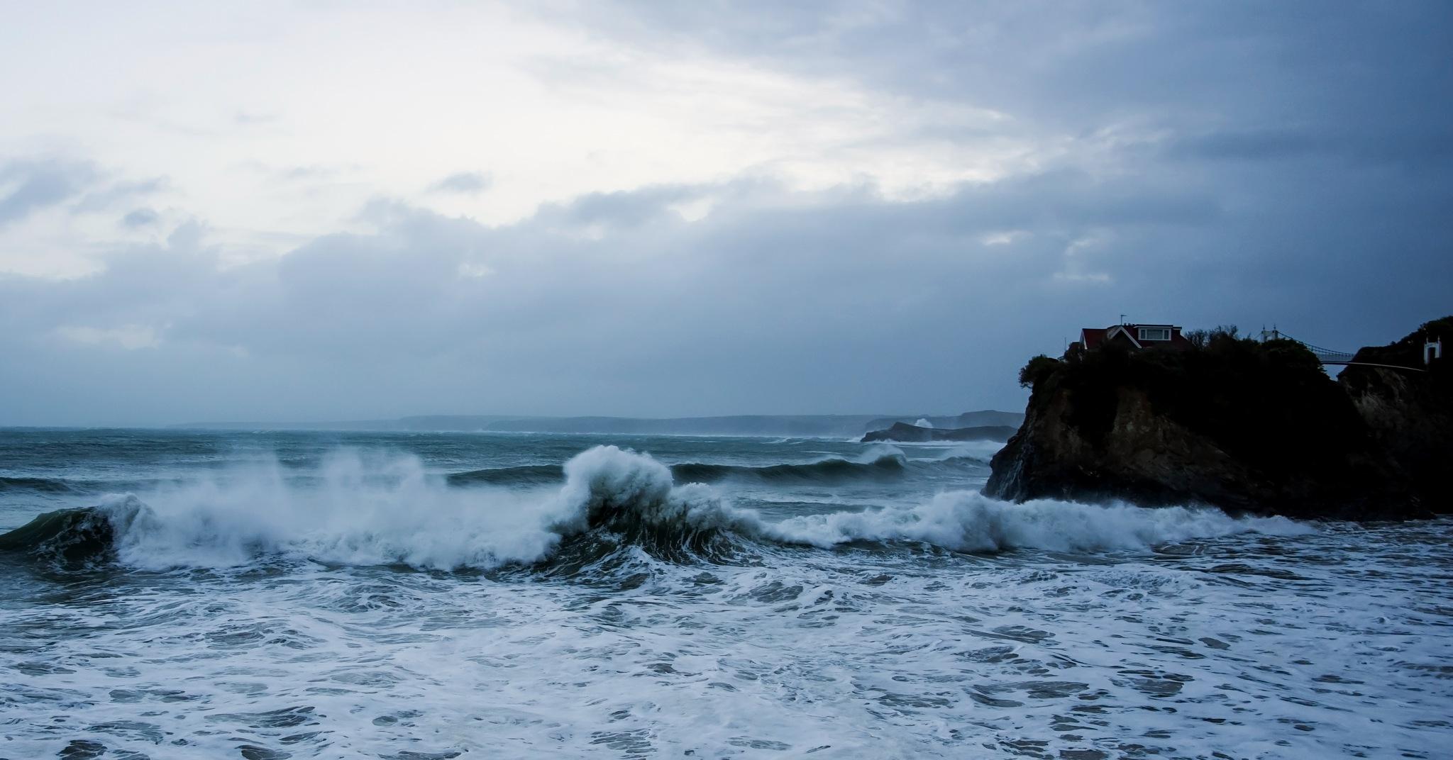 Meeting waves by MADOLDIE
