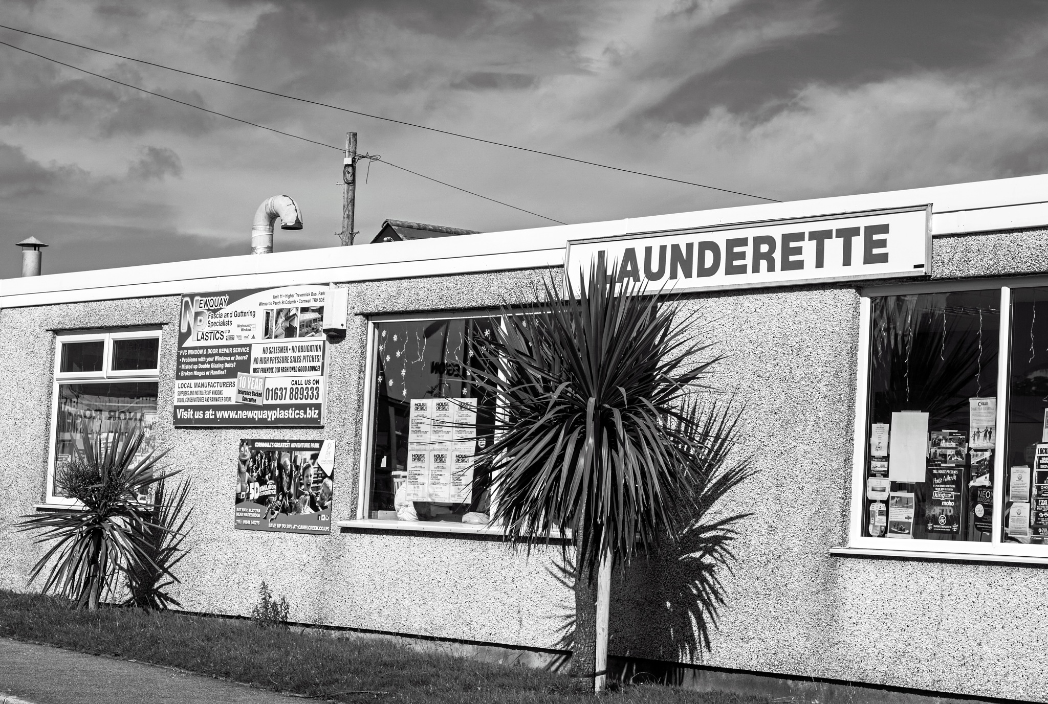 Launderette by MADOLDIE