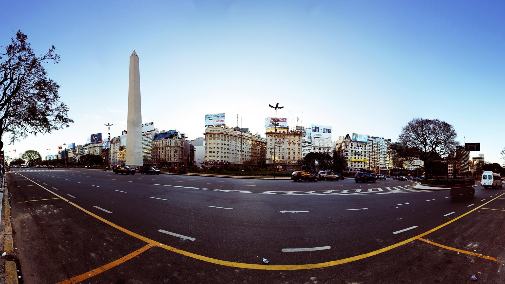 El Obelisco by Francisco Colon