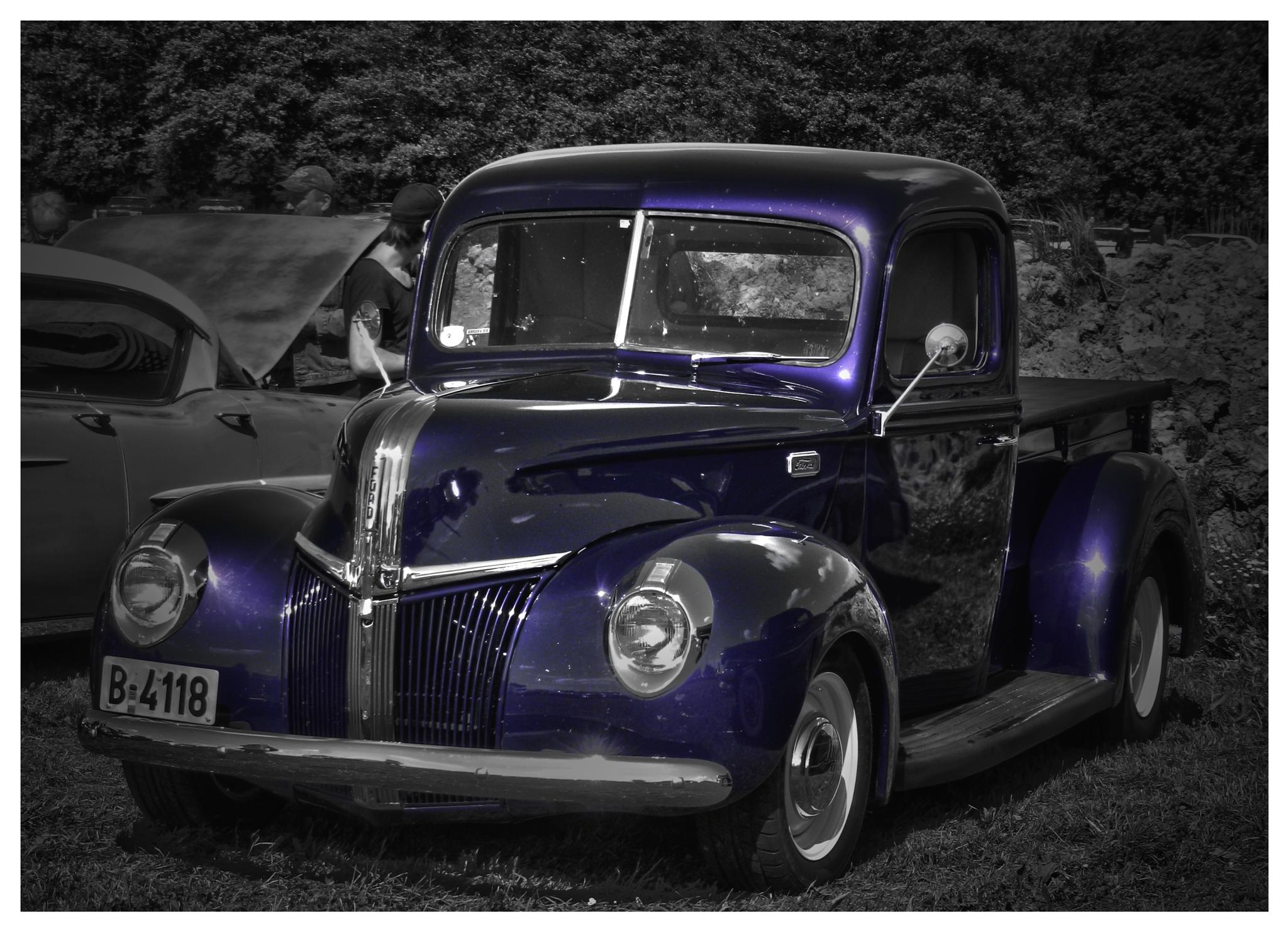 Selective color Fooord Pick-up by Linda Persson