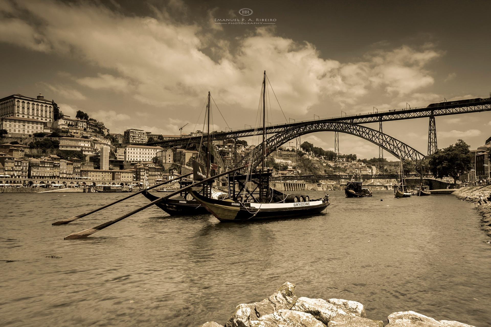 the old Oporto by Emanuel Pereira Aparicio Ribeiro