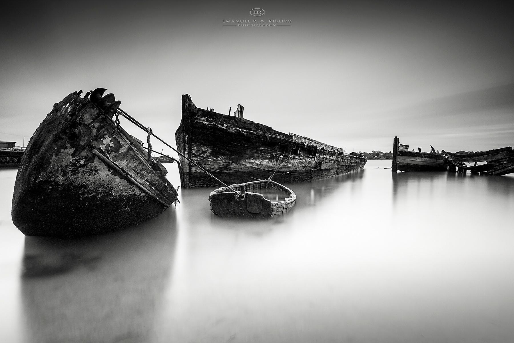 perishing boats by Emanuel Pereira Aparicio Ribeiro