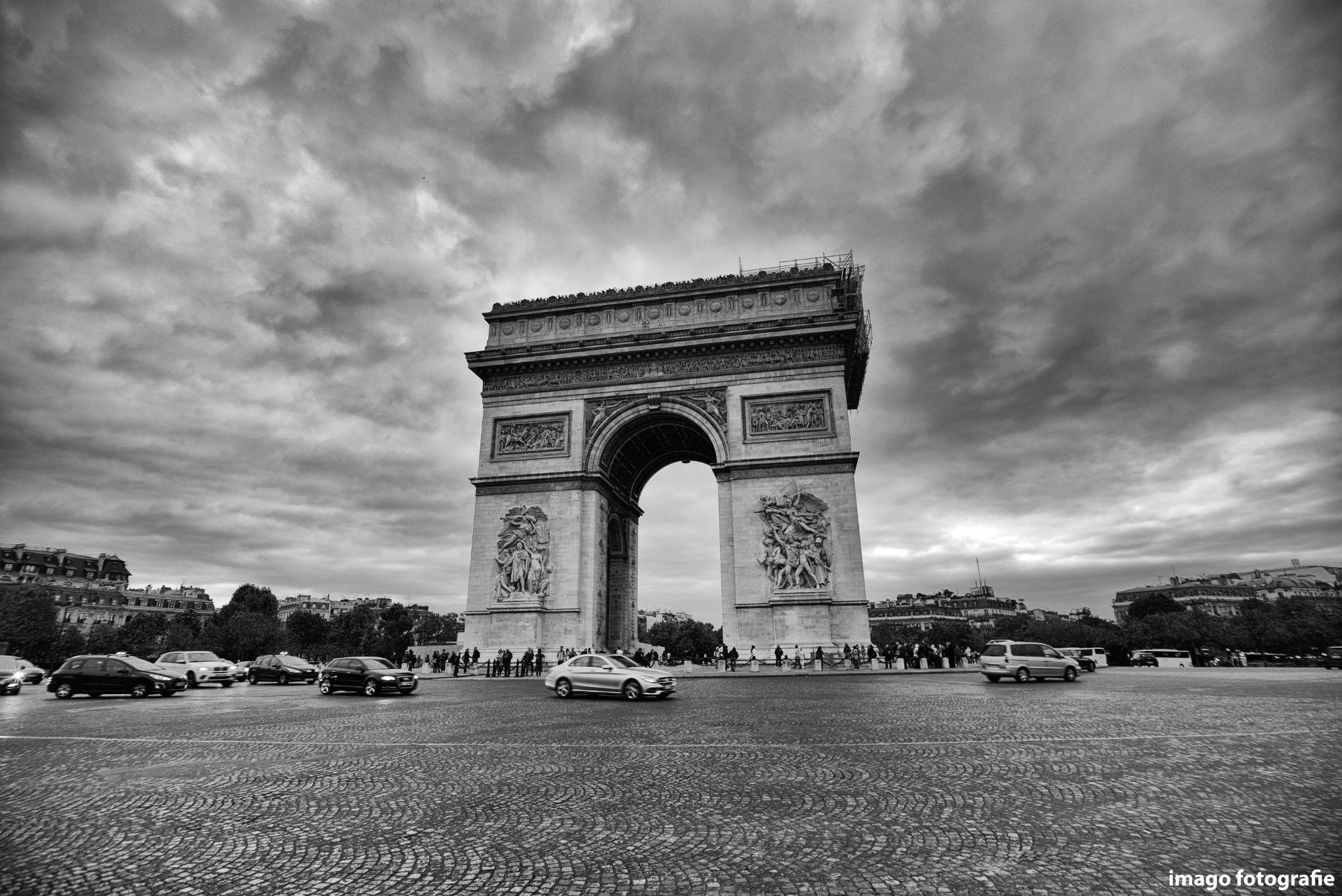 black clouds over Paris by valentinctn