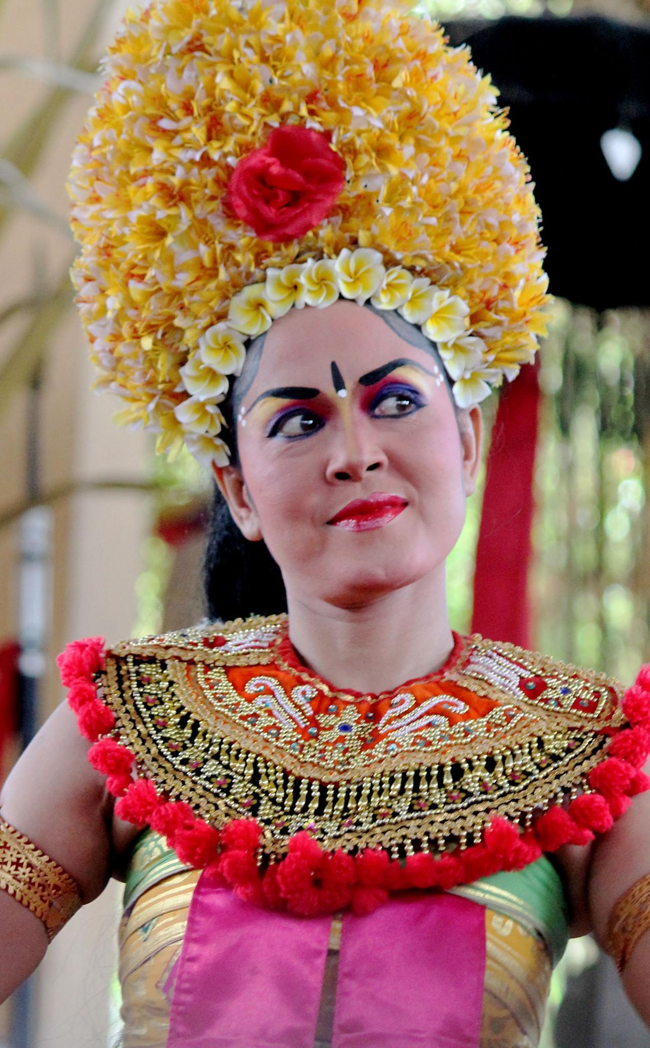 Bali Dancer by valkemwajee