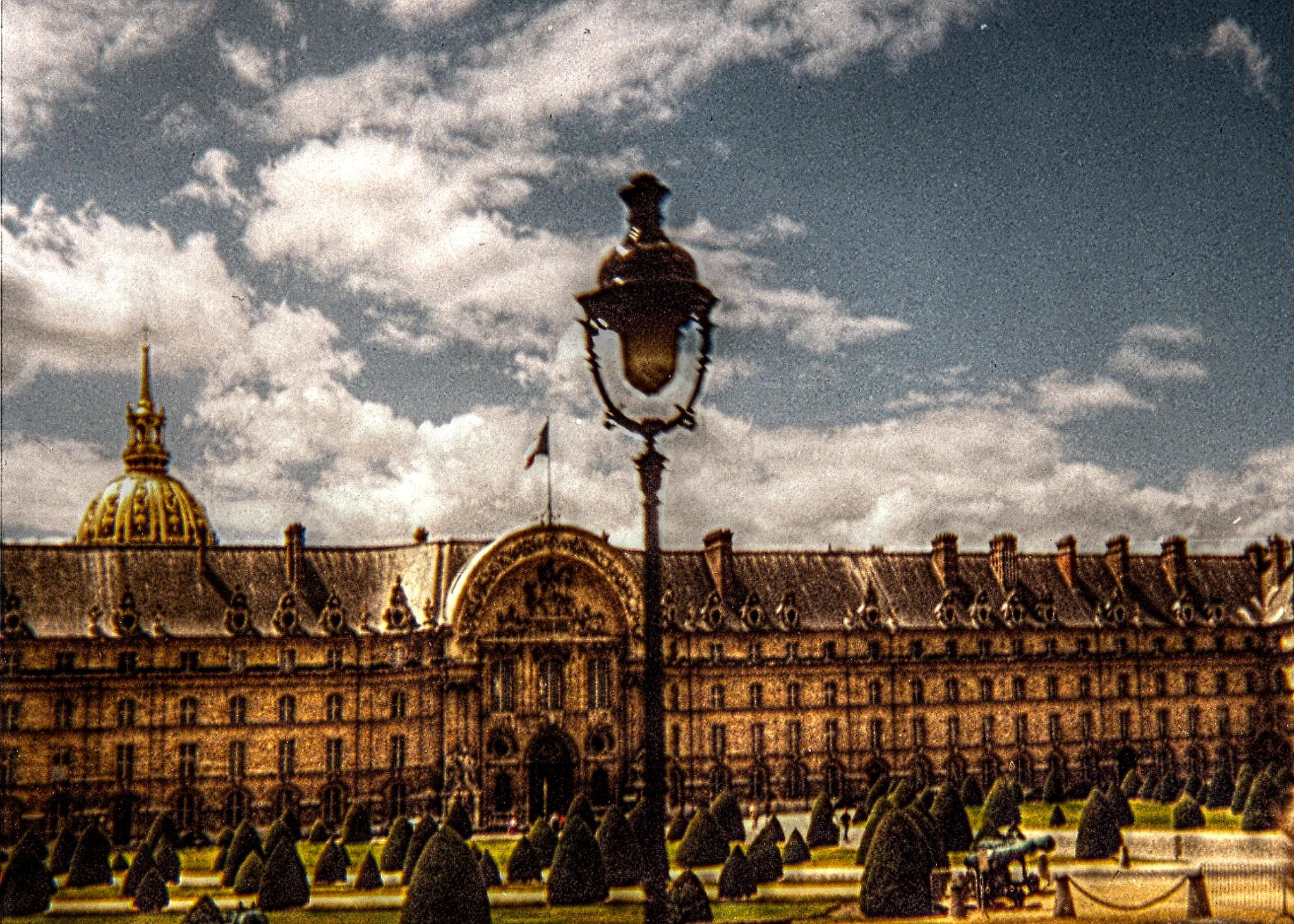 Esplanade des invalides, Paris. by massimo.fior.5