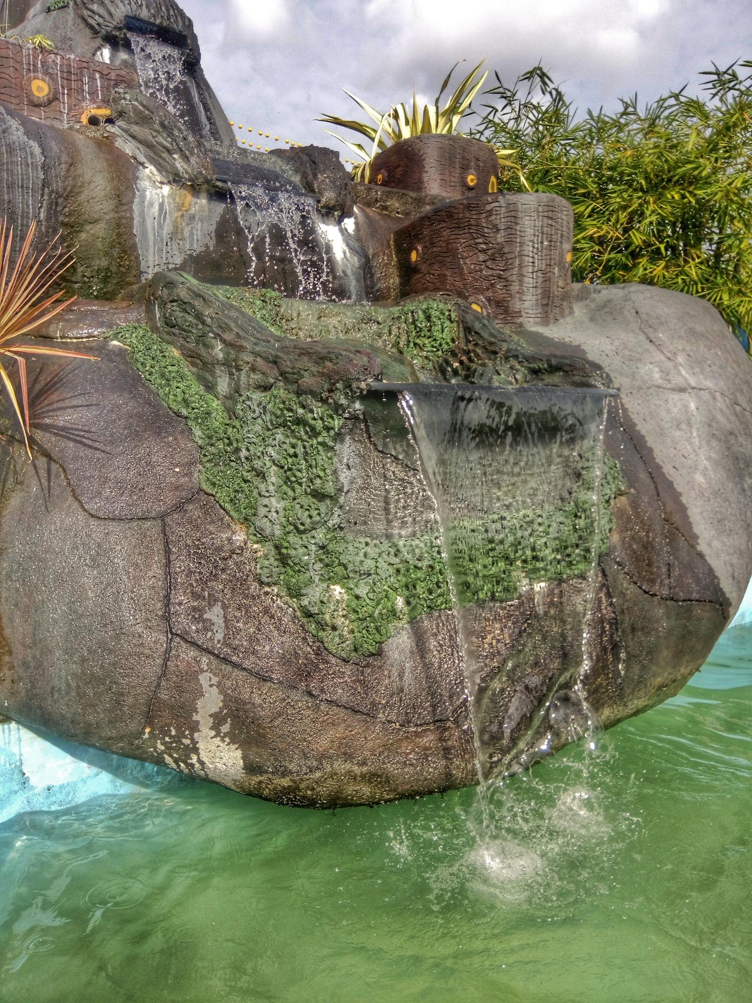 mini waterfall by Septian Triputra