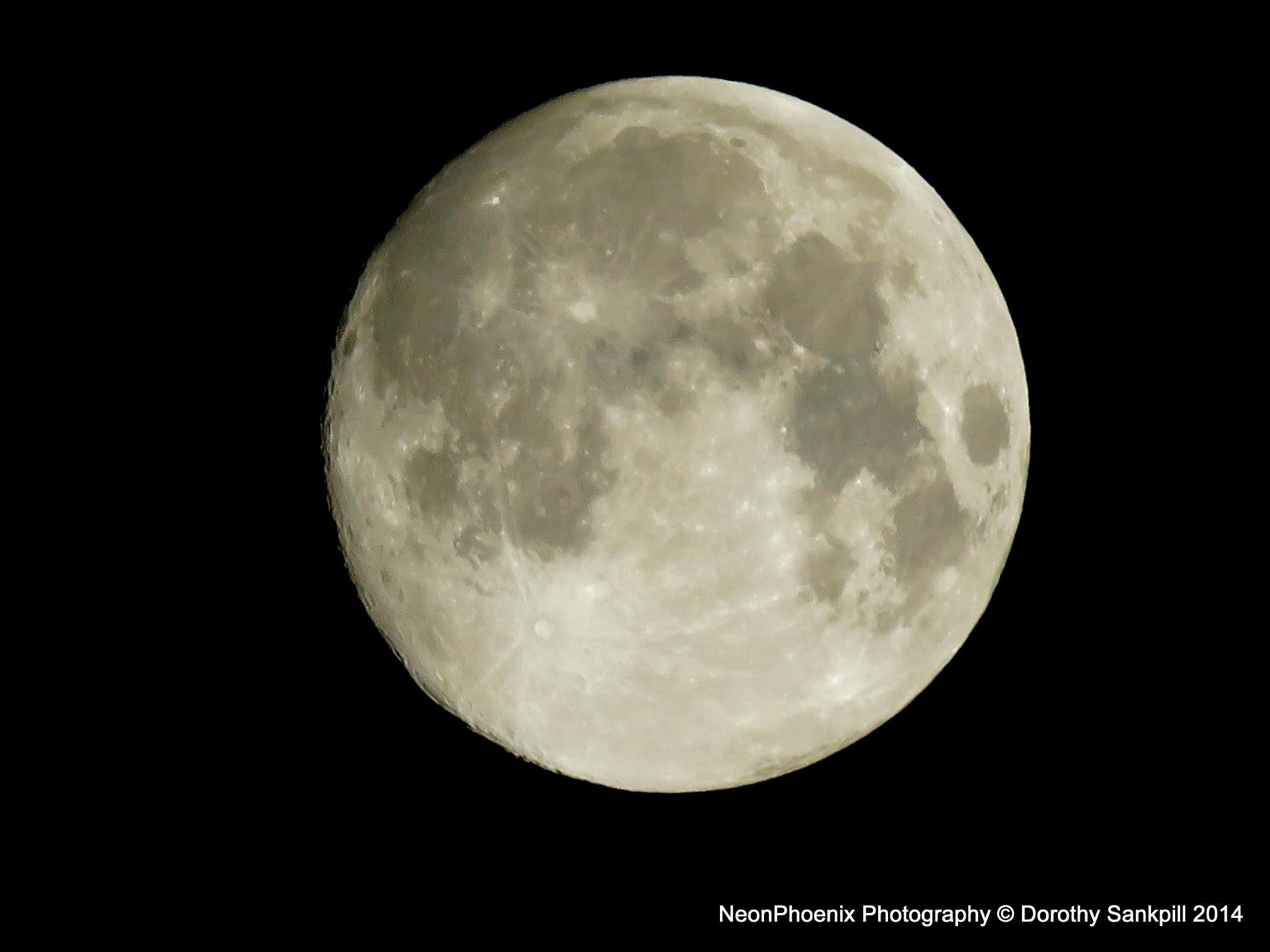 Pleine Lune by NeonPhoenix