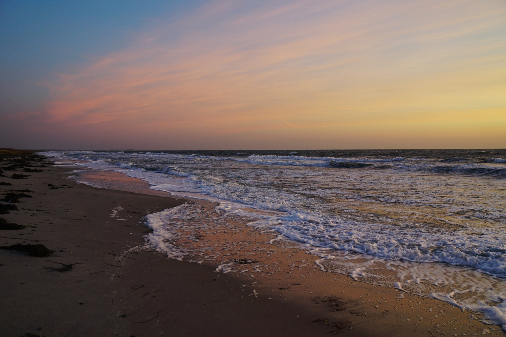 Before sunrise at the beach by Dorte Hedengran