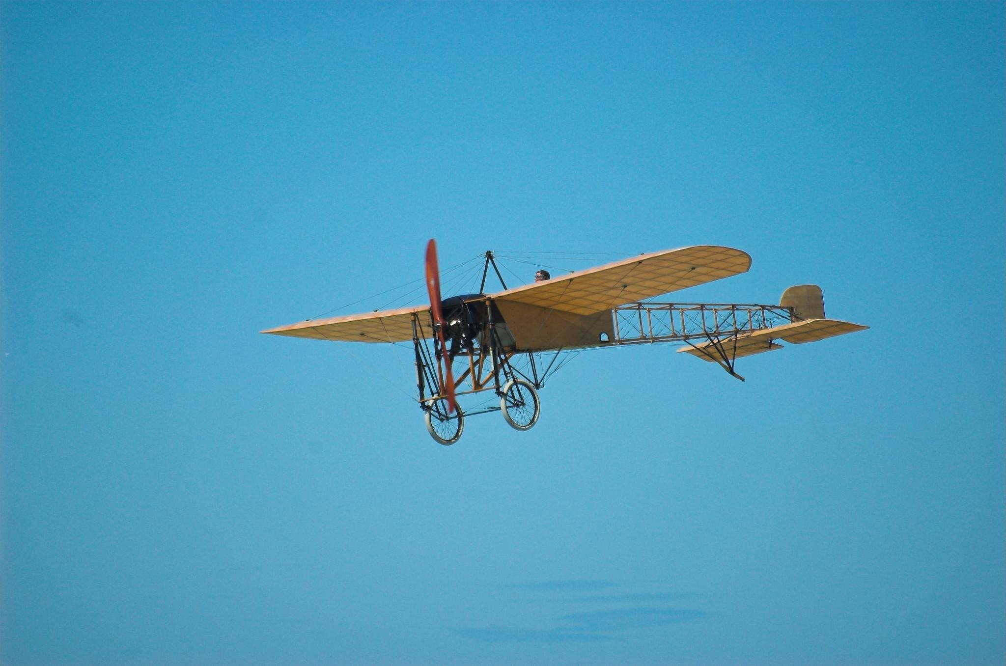 Really old airplane by Rebecca Tourniaire