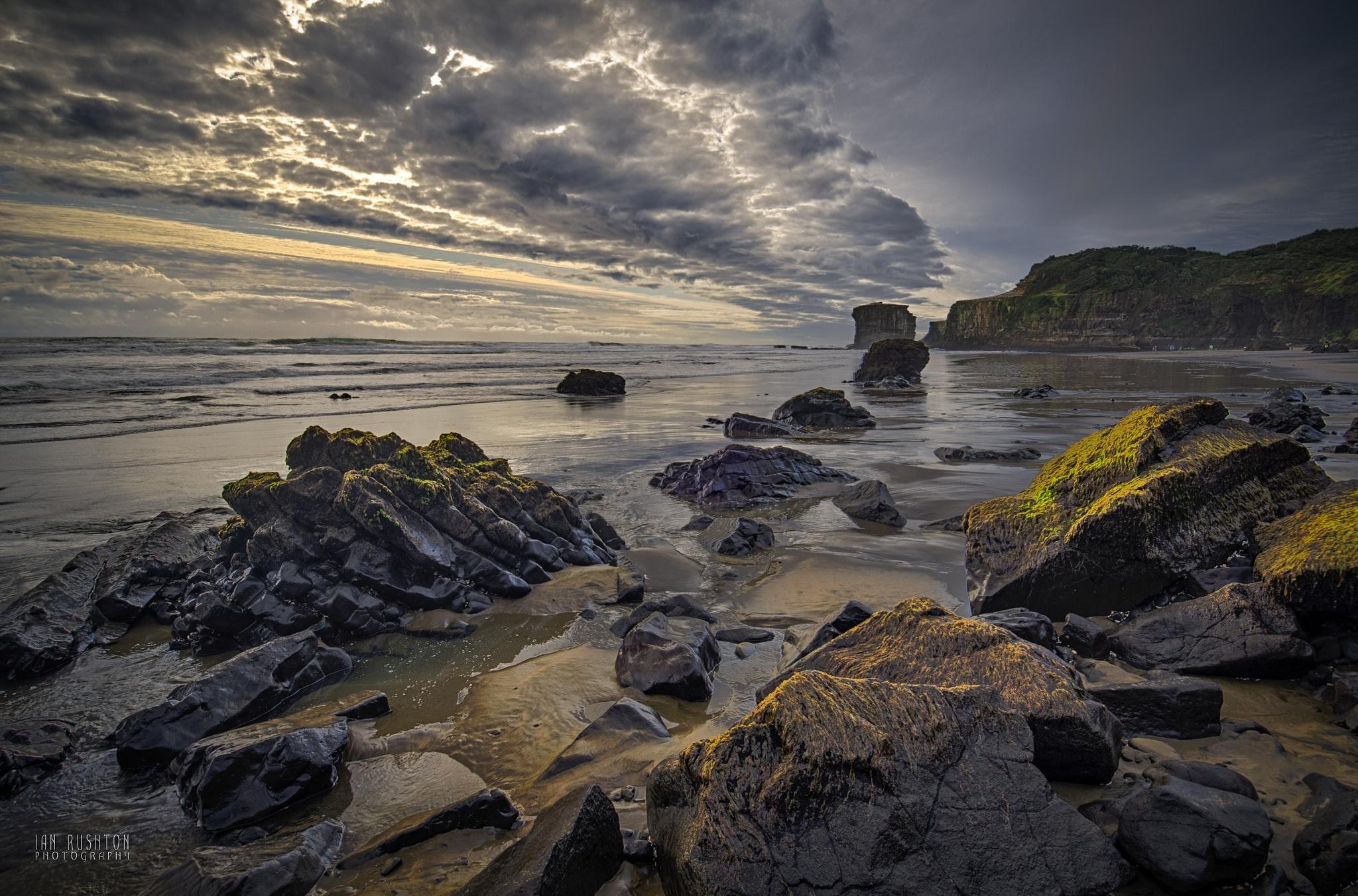 Maori Bay by Ian Rushton