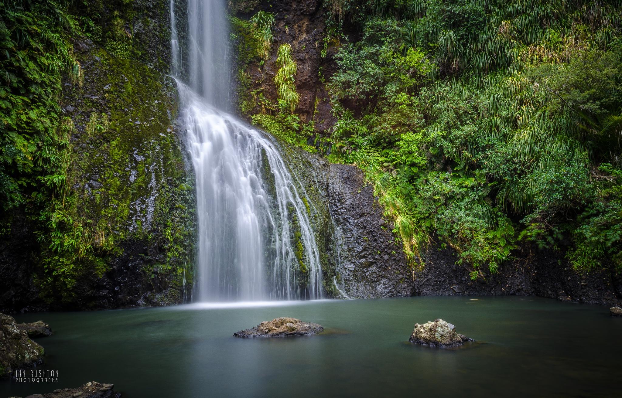 Kitekite Falls (3) by Ian Rushton