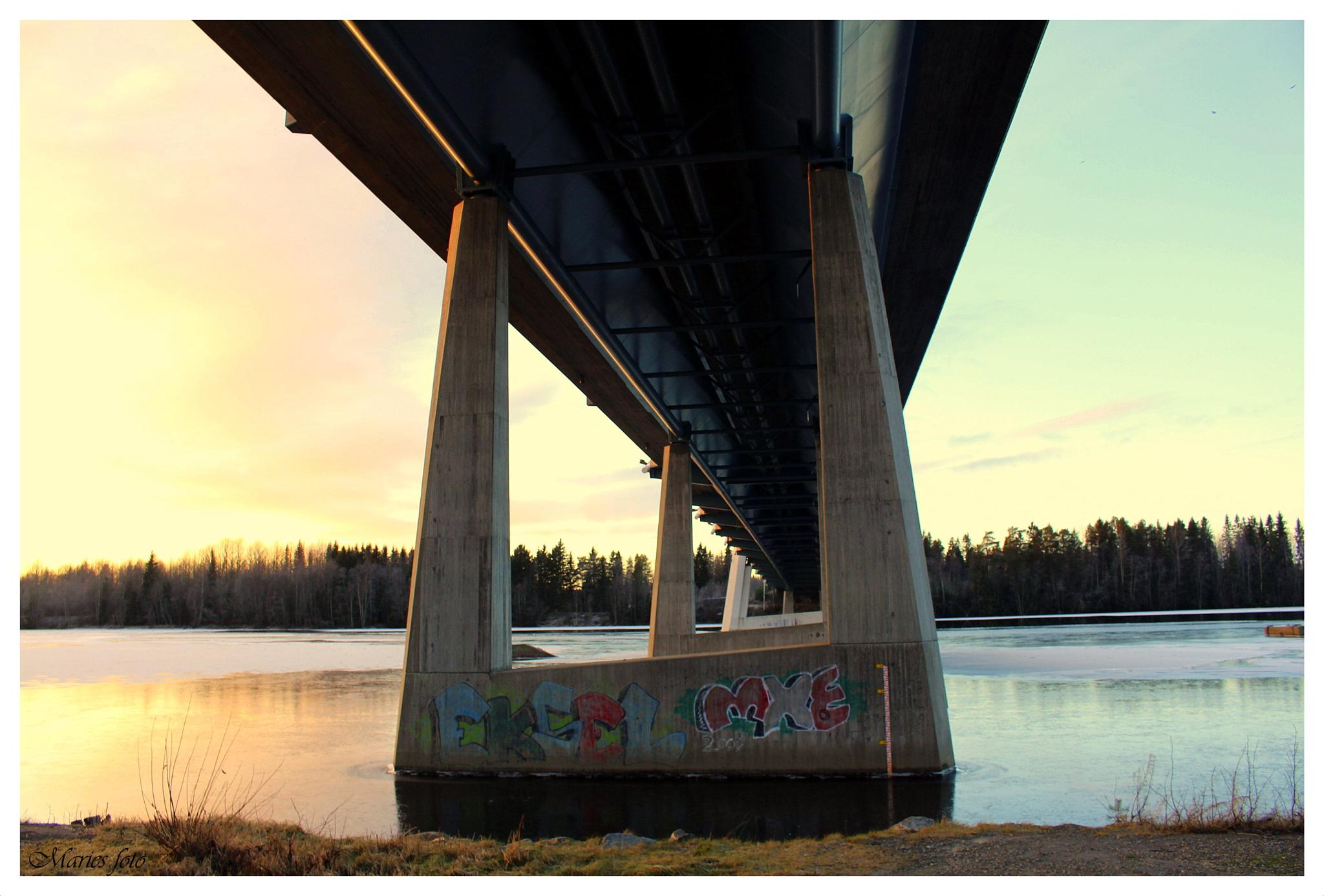 Sunset, bridge by Marie Stjärnborg