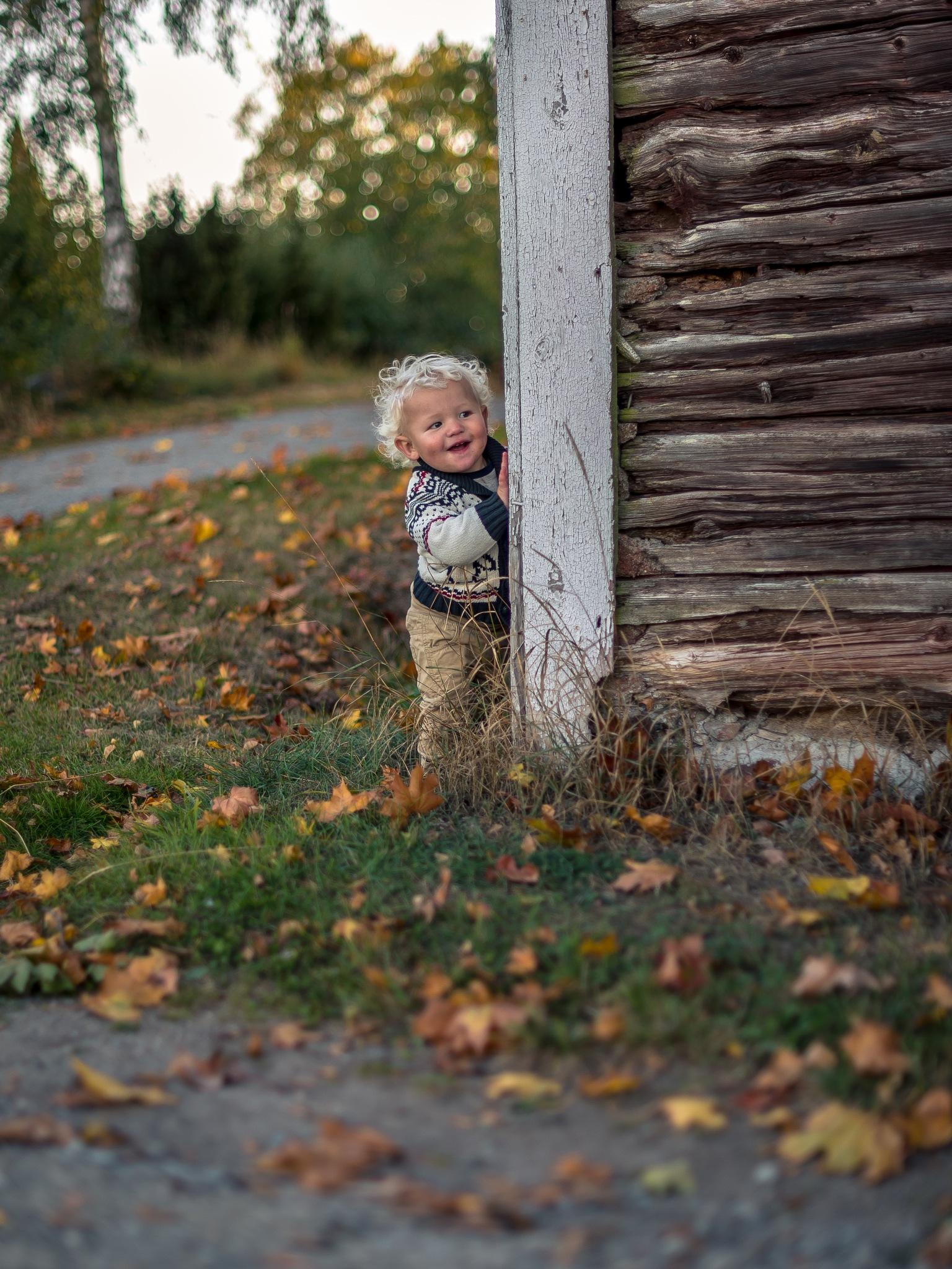 Peekaboo! by Fotojocke