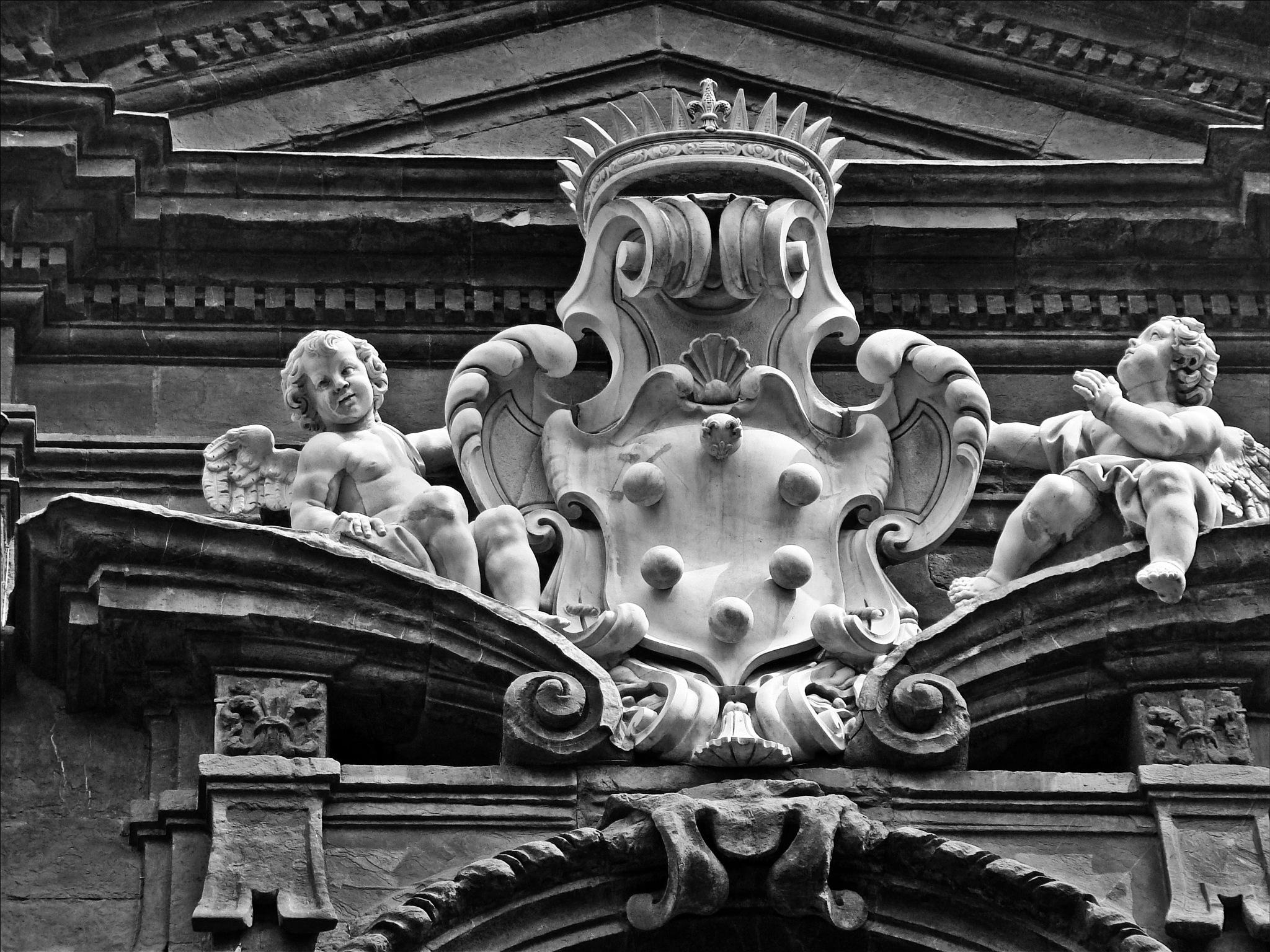 detalhe arquitetônico em um palacete de florença by Fred Matos
