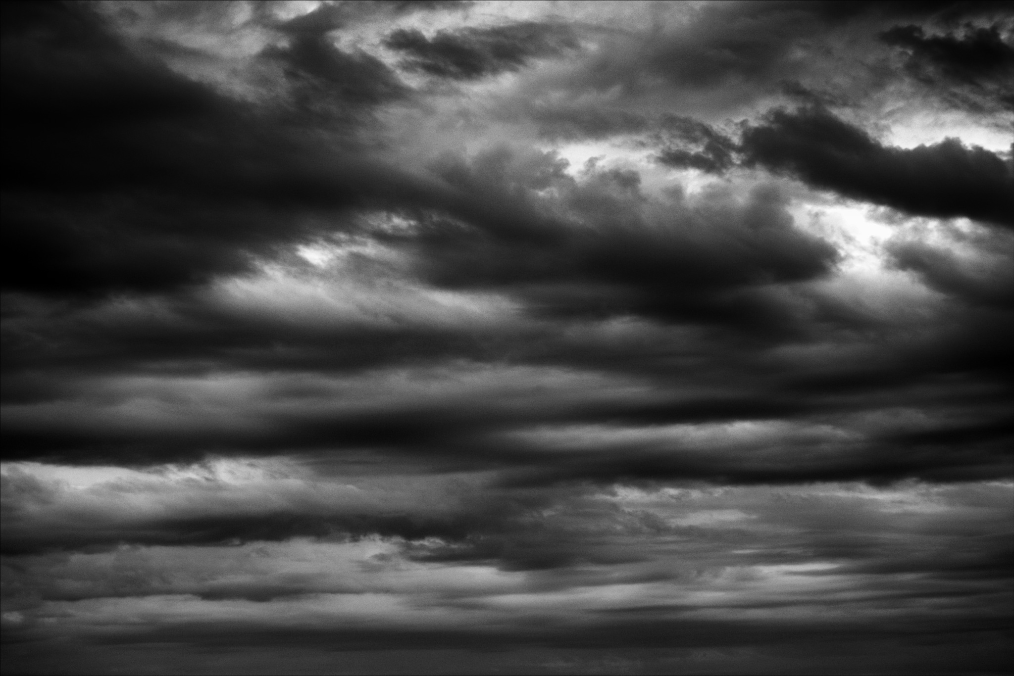 snapshot of the sky on b&w  by Fred Matos