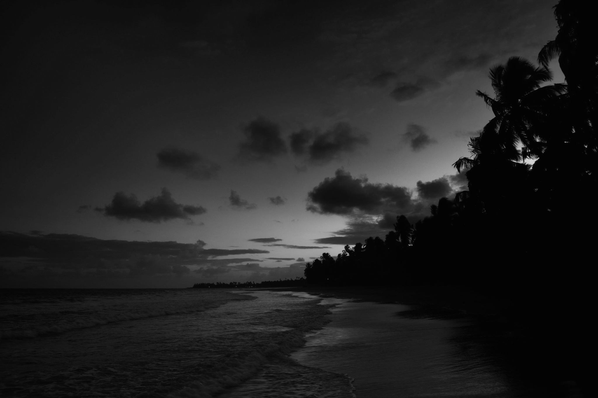 Sunset on Japaratinga beach [b&w version] by Fred Matos