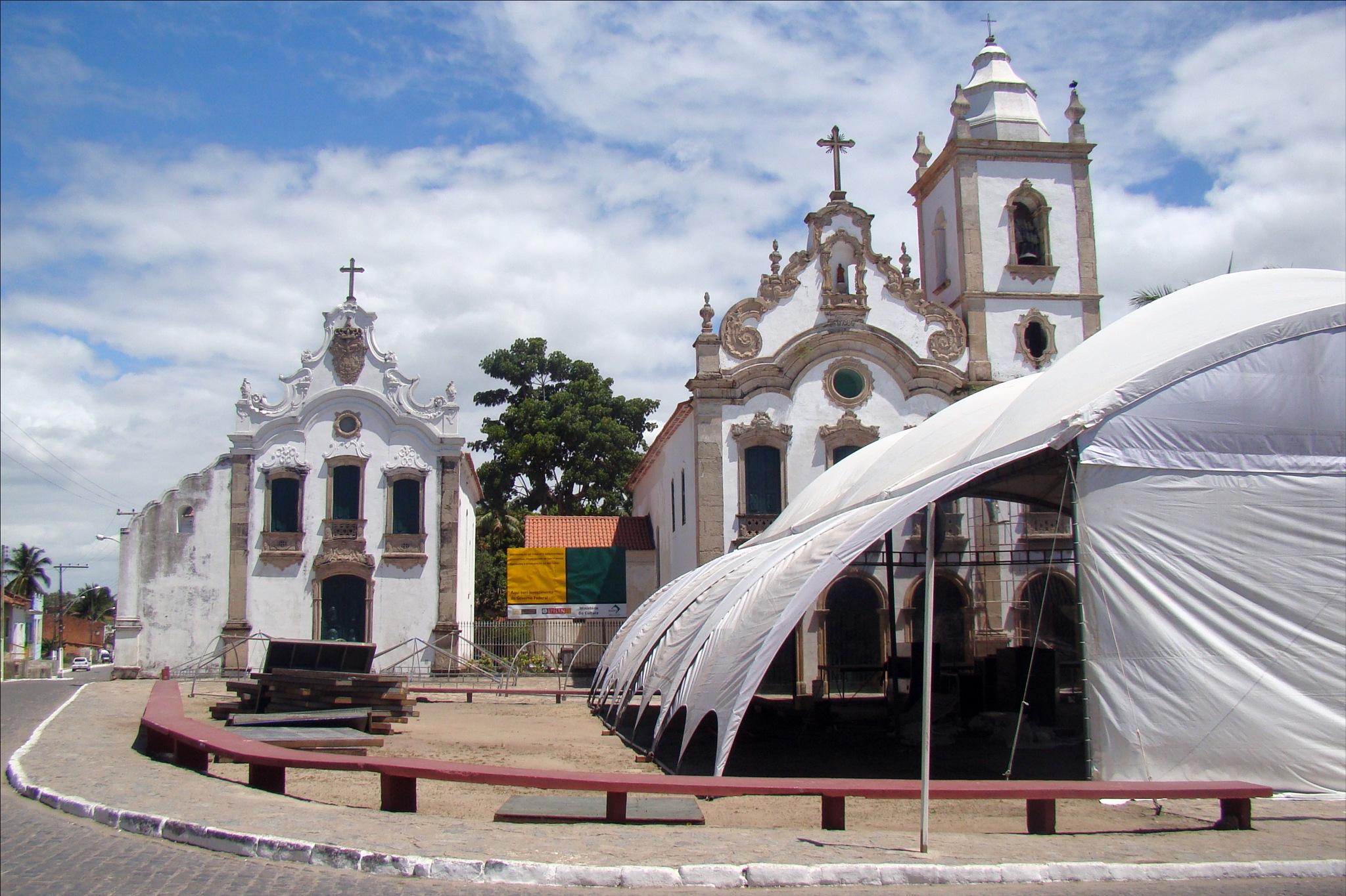Igreja de Santa Maria Madalena e  Igreja do Convento de São Francisco by Fred Matos