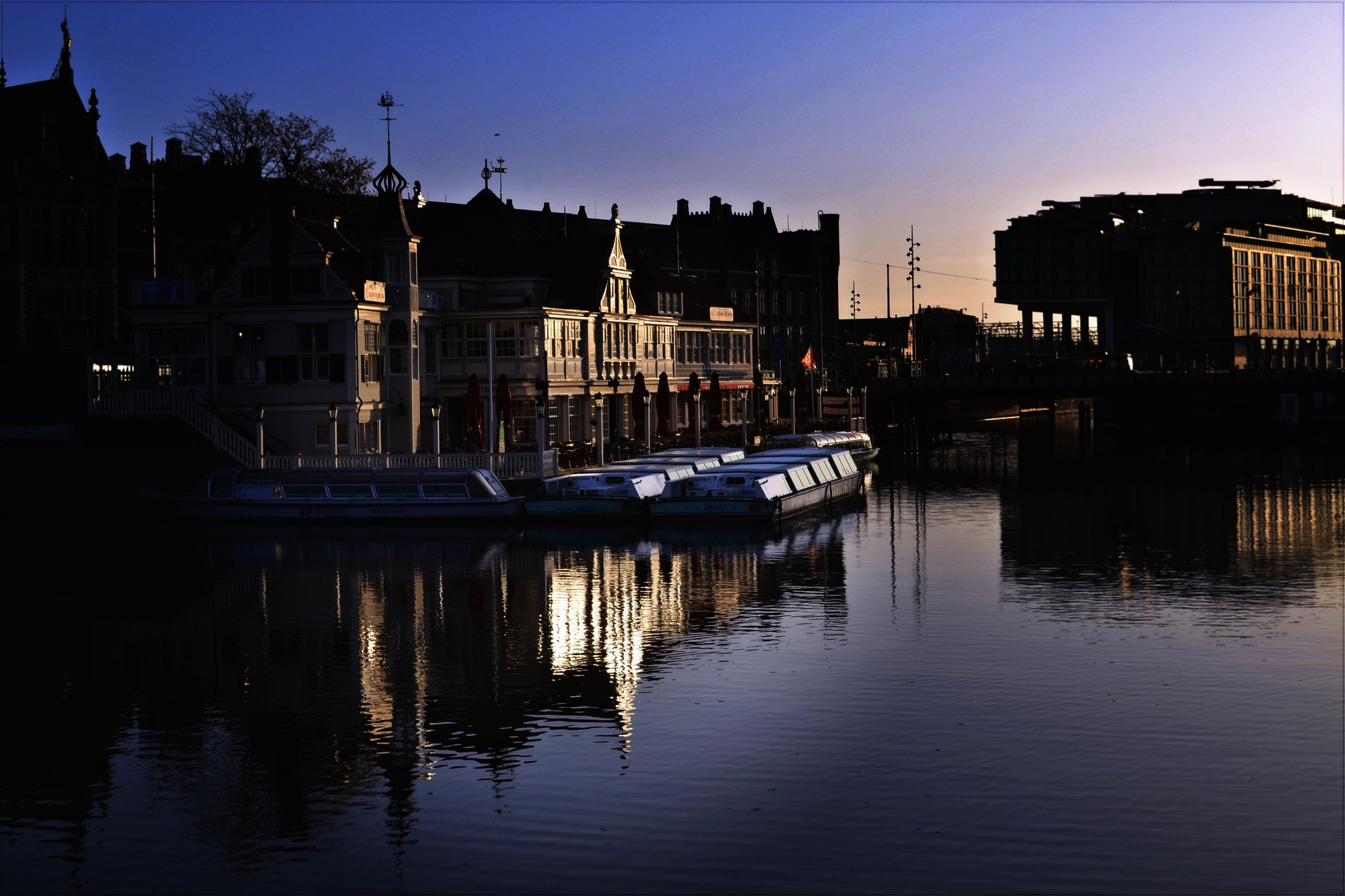 Poente em Amsterdam  by Fred Matos