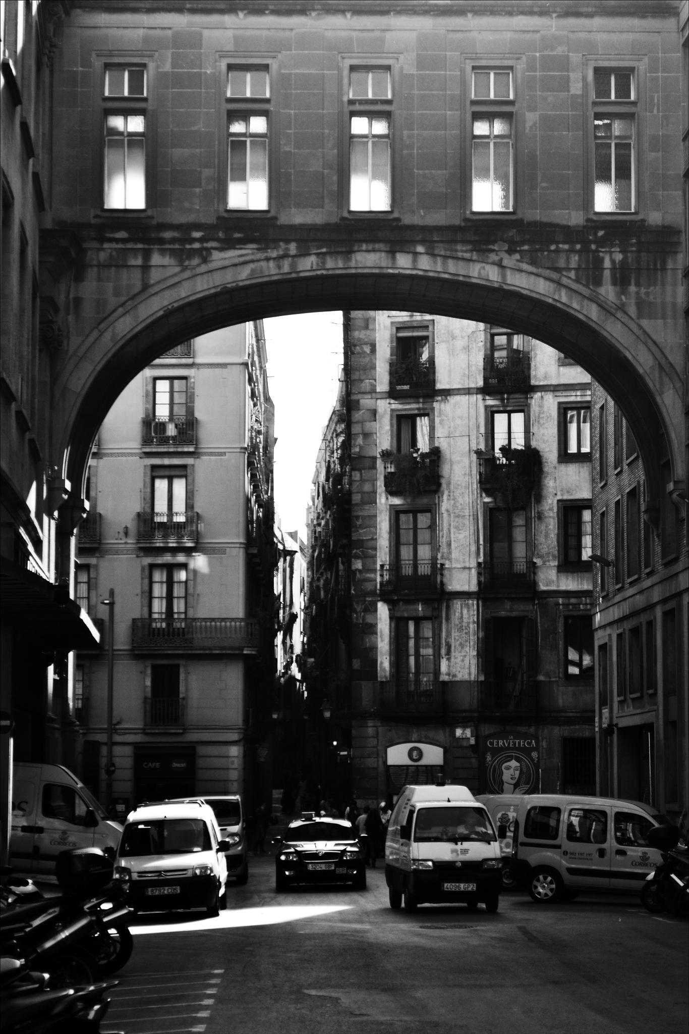 El Gòtic - street  by Fred Matos