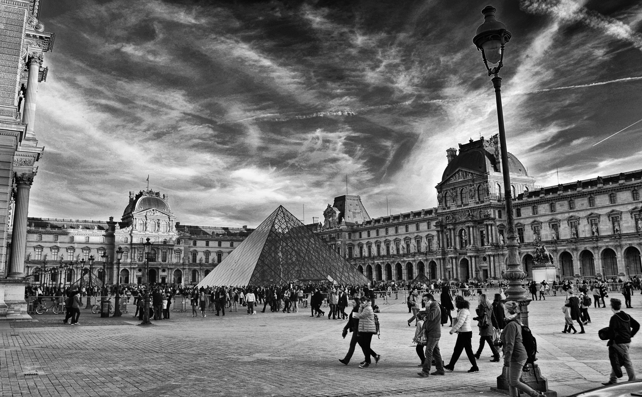 Louvre by Fred Matos