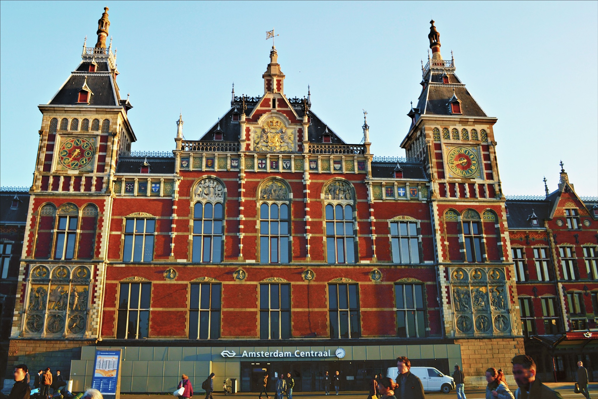 Amsterdam Centraal by Fred Matos