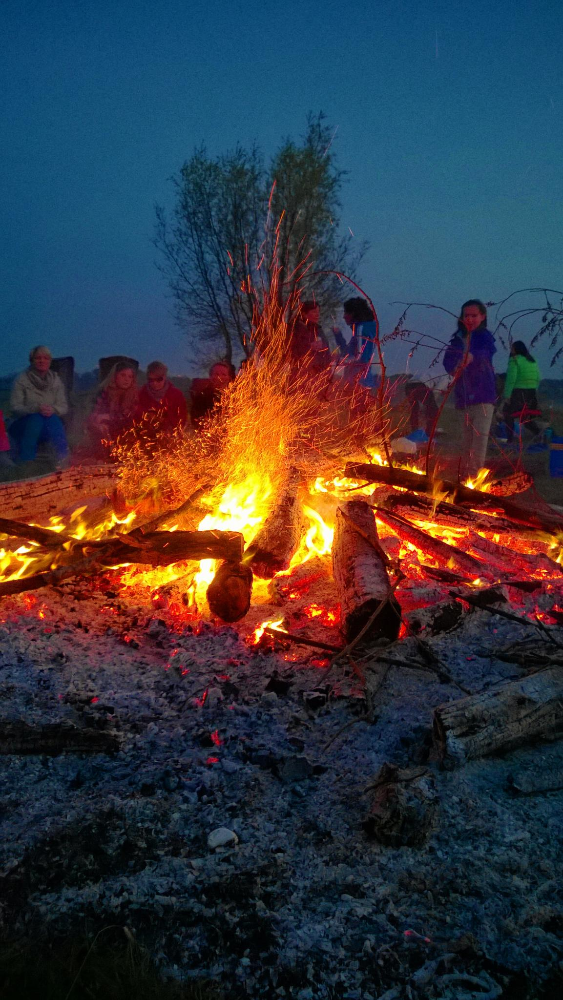 30e April Walpurgis night,  Nice Fire by MAGNUS ANDERSSON