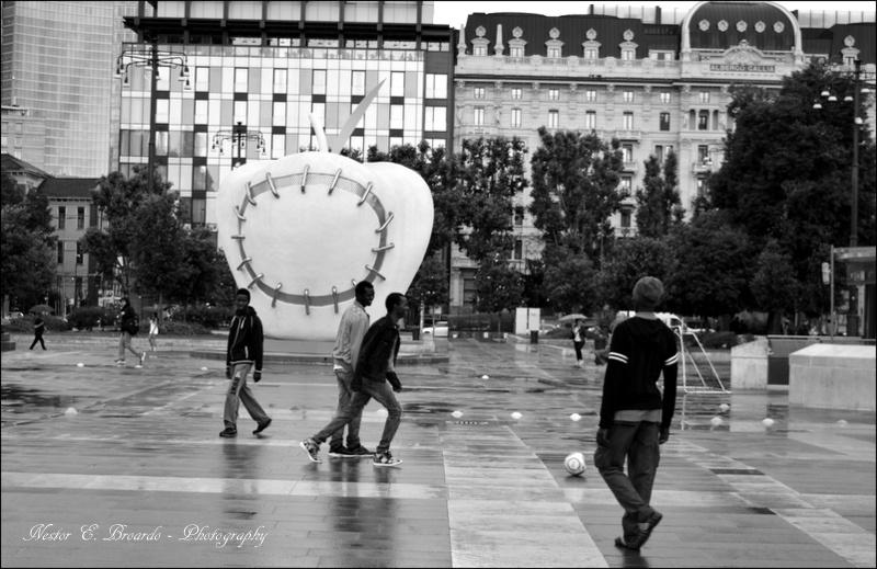Rifugiati in Stazione Centrale. by nestorbroardo