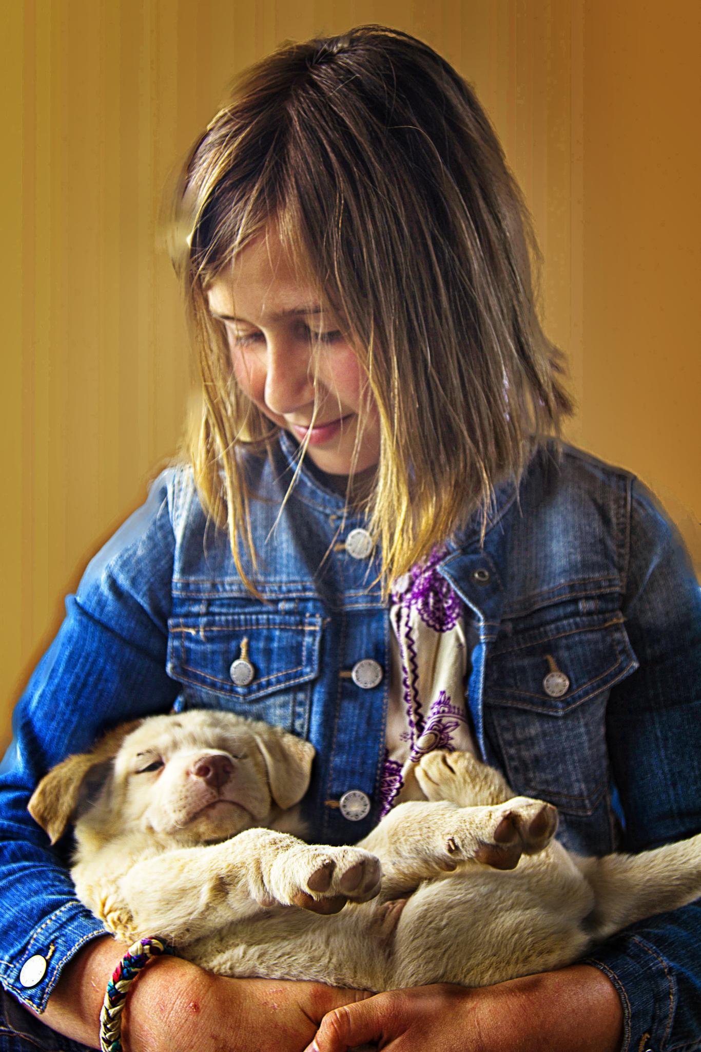 La niña y el cahorrito by lolacamachotroyano
