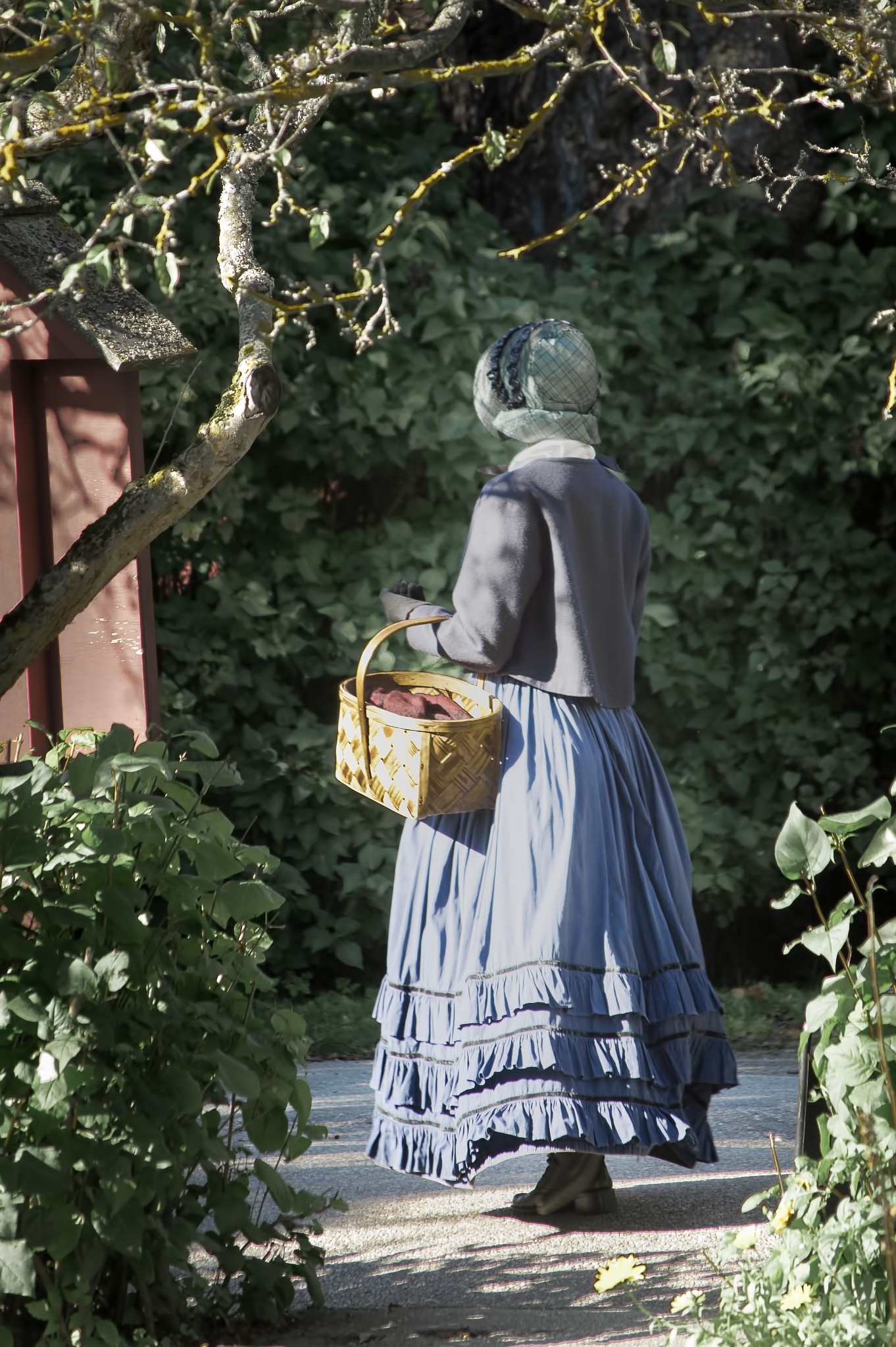Lady with the basket by Micke Seise