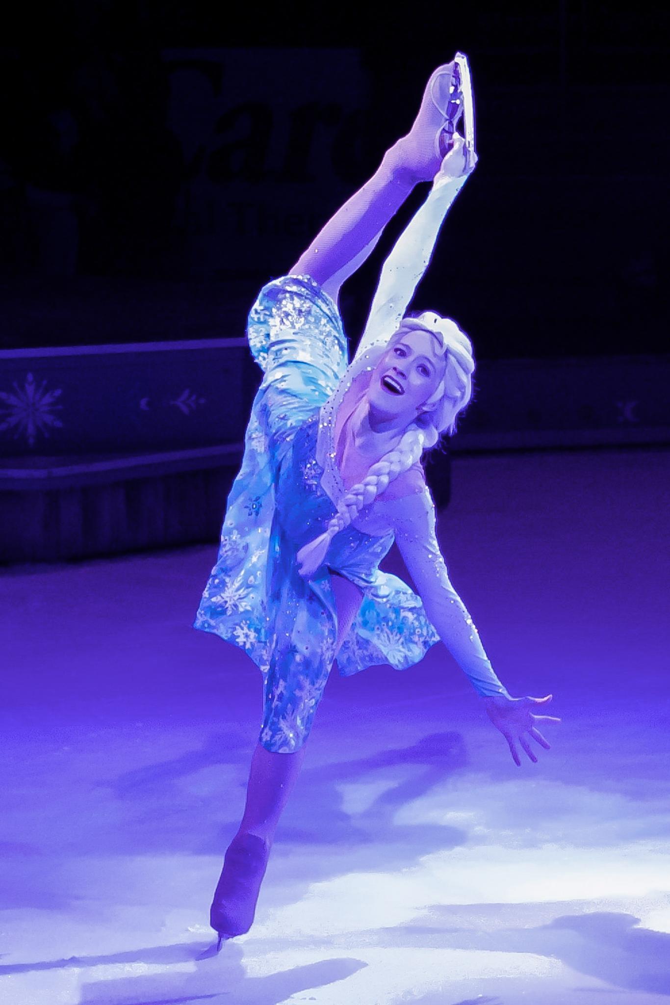 Elsa - Disney on Ice by GeoffS