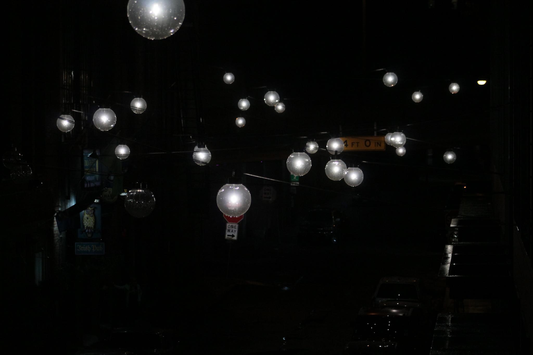 Streetlights in the dark by wgrasshopper