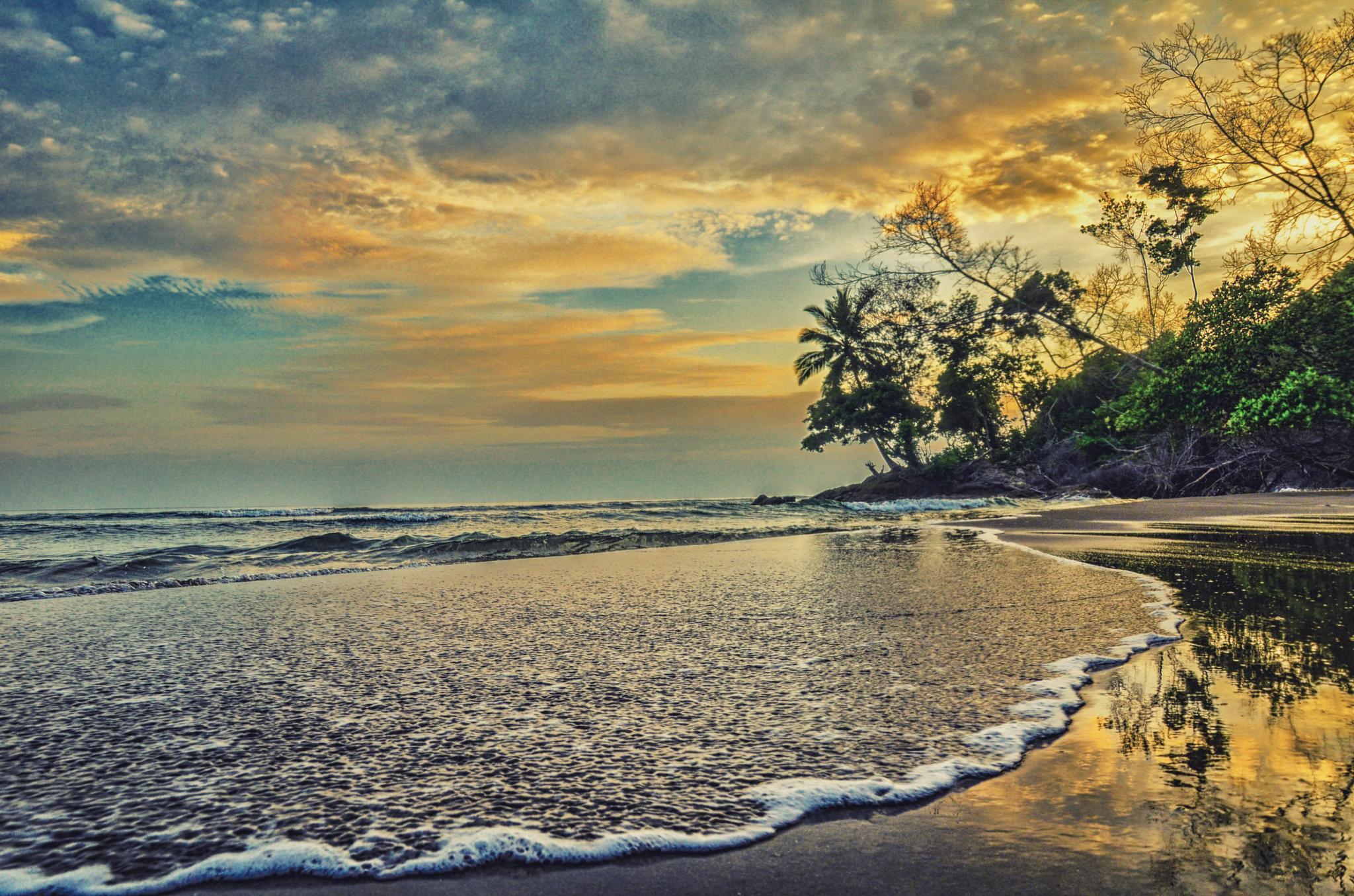 Hiden Beach by Ricky Andesta