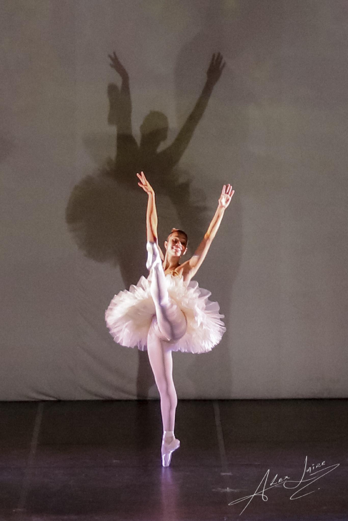 Duas Bailarinas. by alex.laire