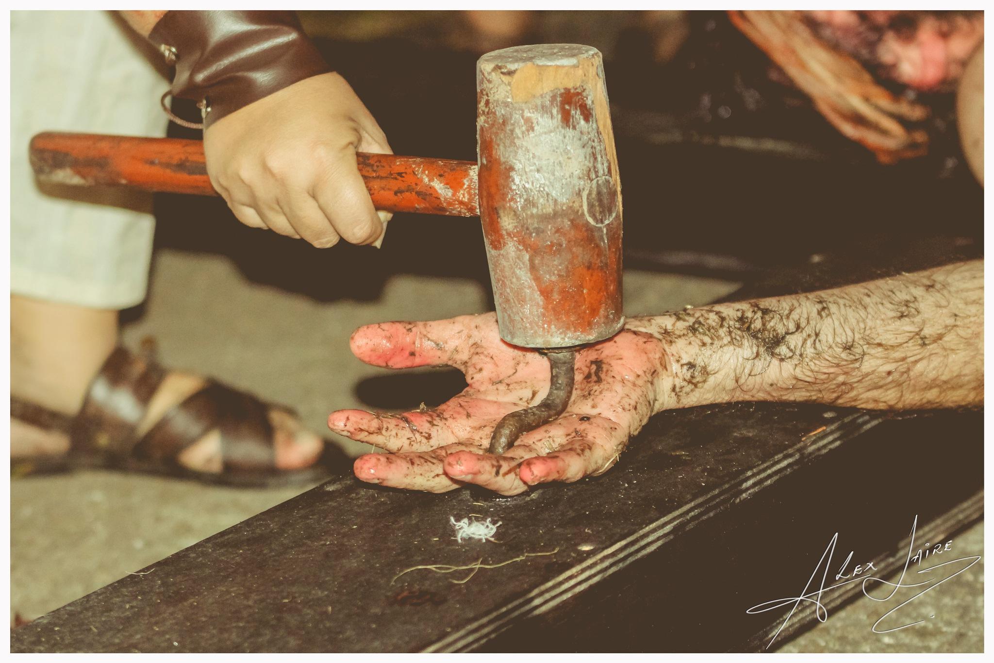 Morreu minha morte pra que eu pudesse viver, morreu em obediência, ressuscitou em fé. by alex.laire