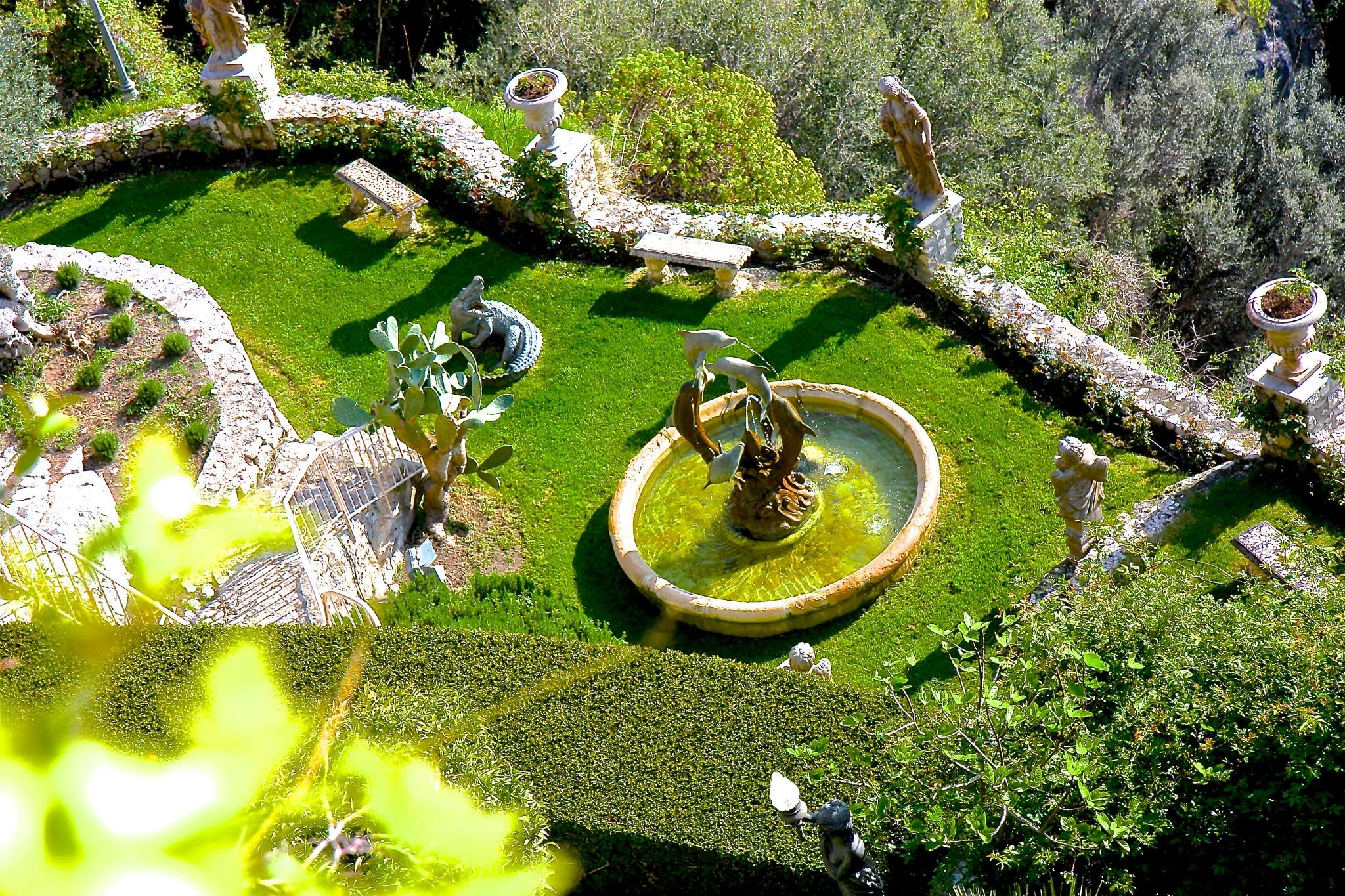 The hanging garden by Steven Thomas Densley