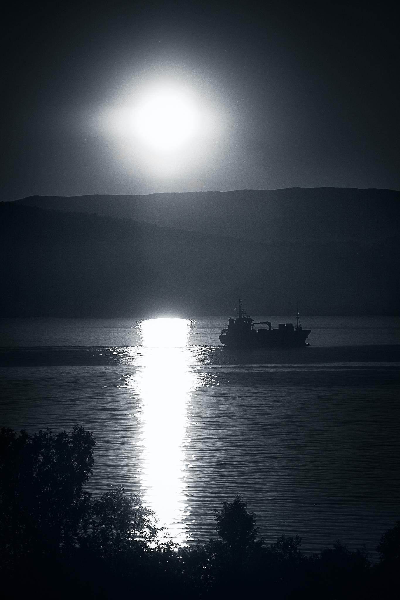 Midnight sun by Francesco Grasso Fotografia