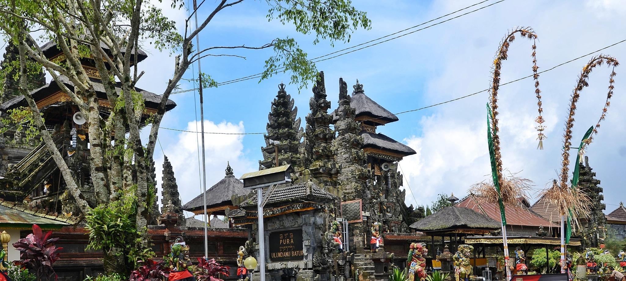 Ulundanu templez Kintamani - Bali, Indonesia by bambang irawan