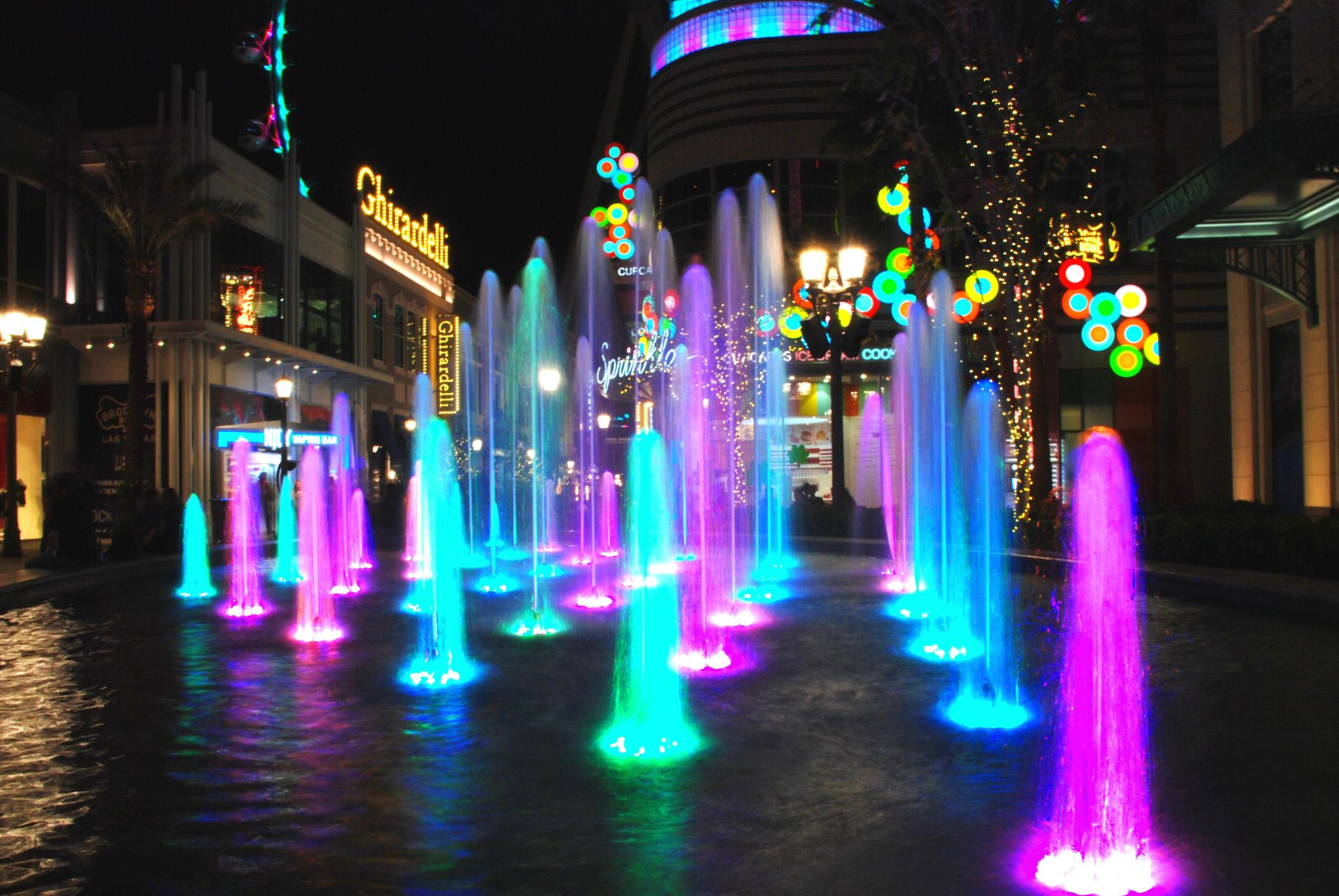 Vegas - Colorful Fountain at the High-Roller Promenade 2 by Rogelio Flores