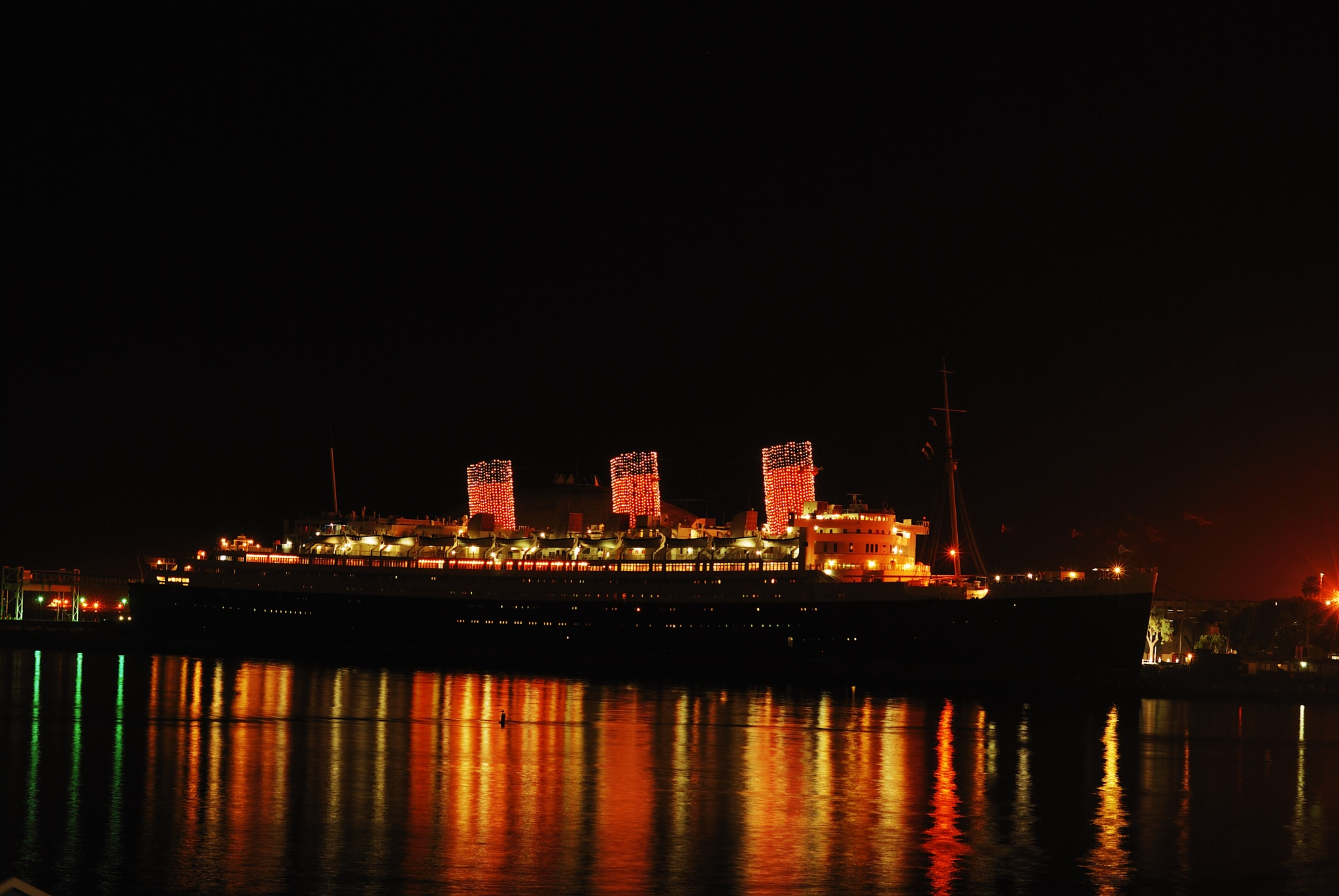 The Queen Mary  by Rogelio Flores
