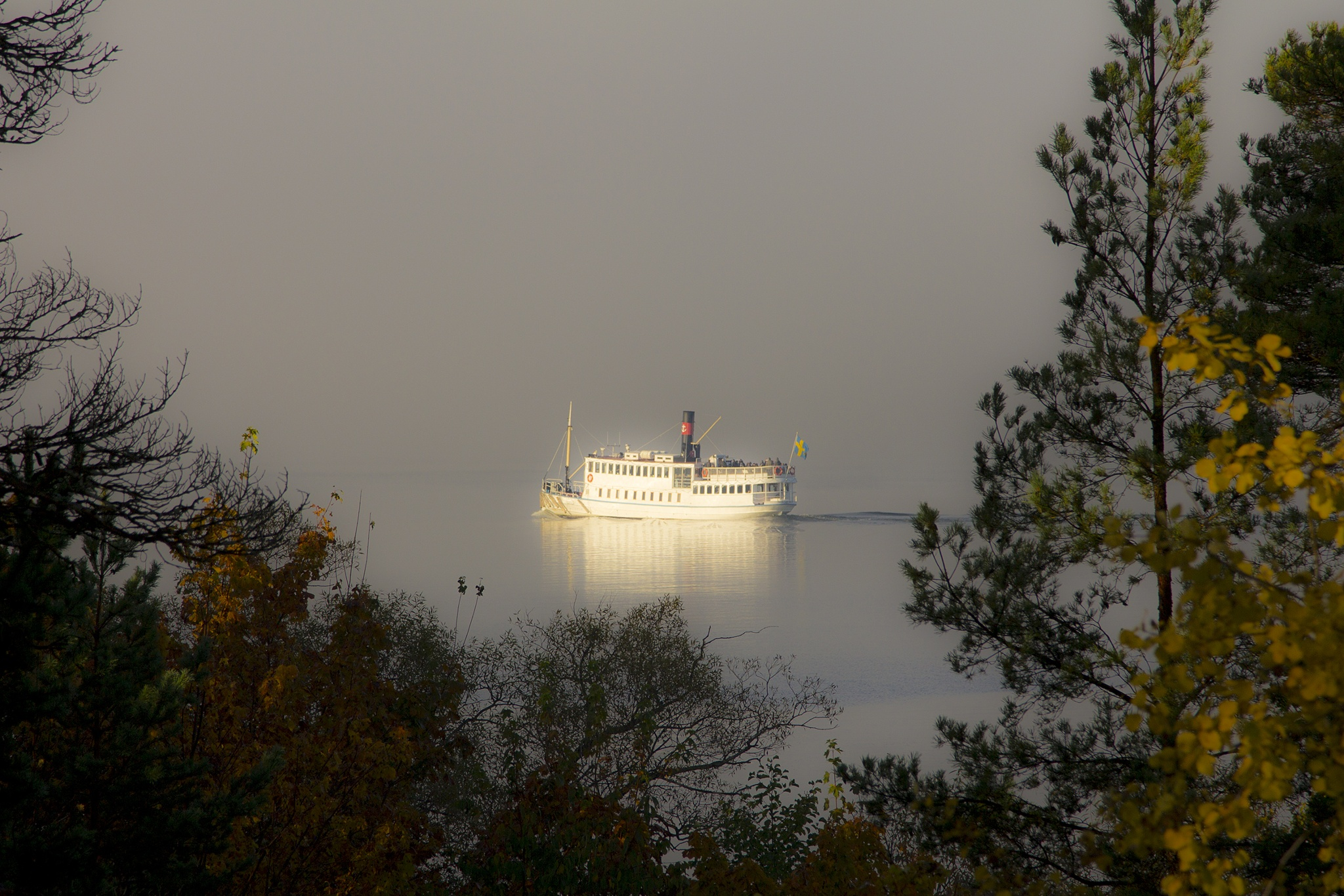 The M/S Prins Carl Filip on a peaceful cruise by mikaelericsson