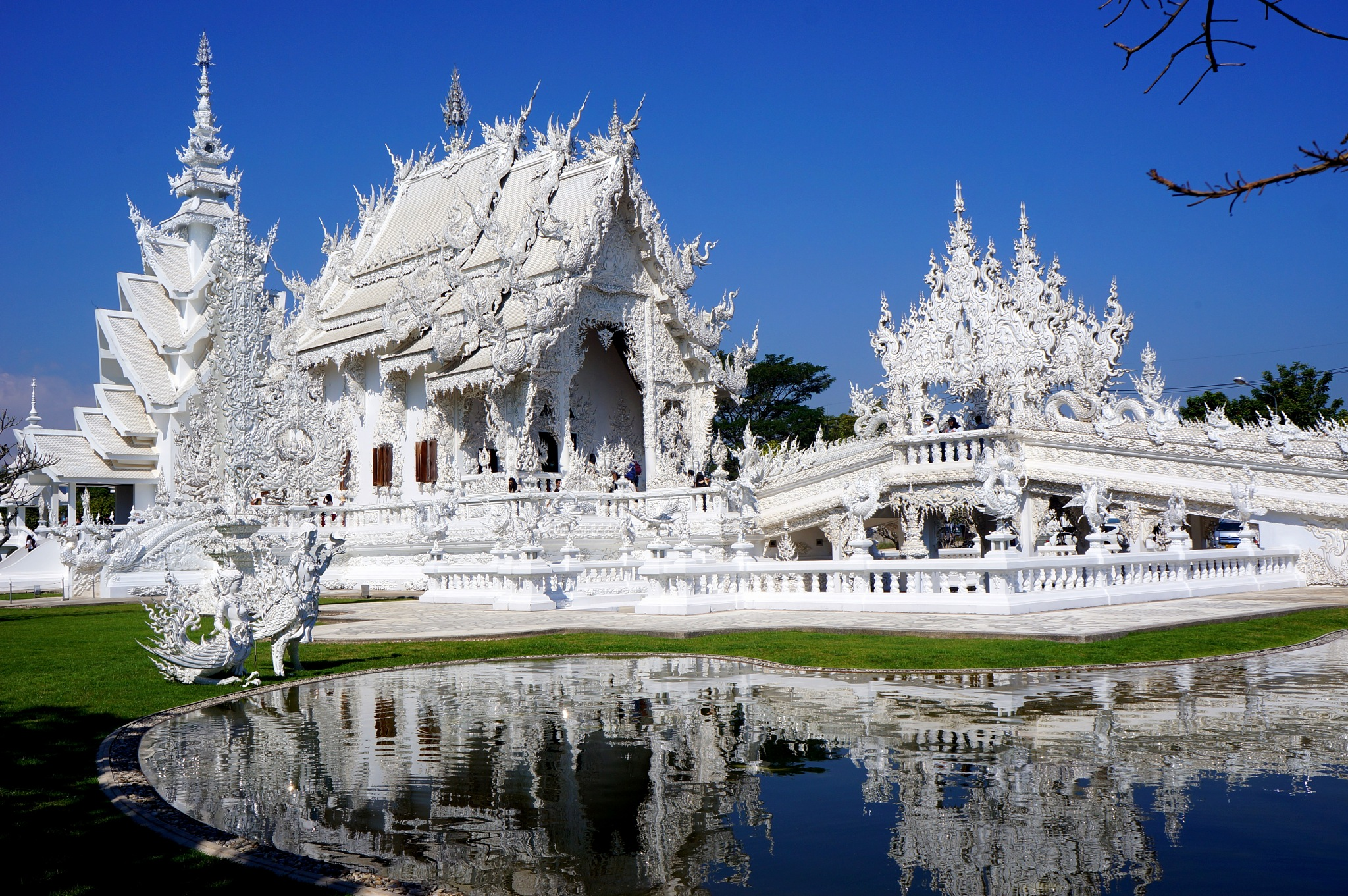 White Temple! by travelwoborders