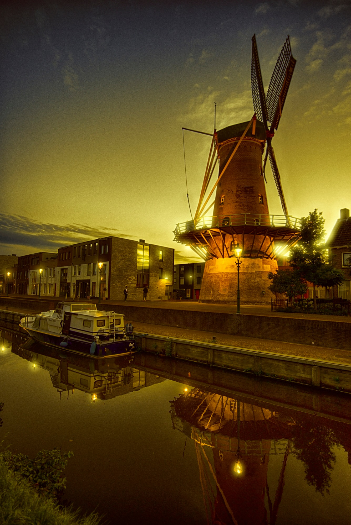 Windmill in the evening by egonzitter