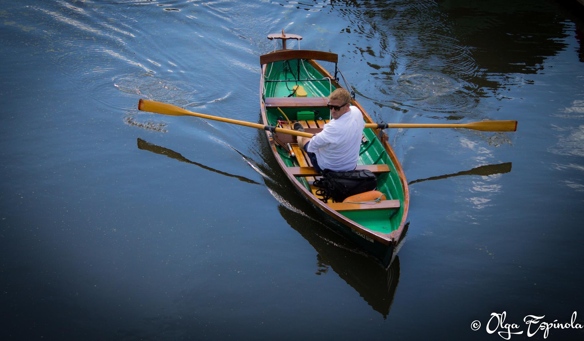 Paseo en el canal by Olga Espinola Sanchez