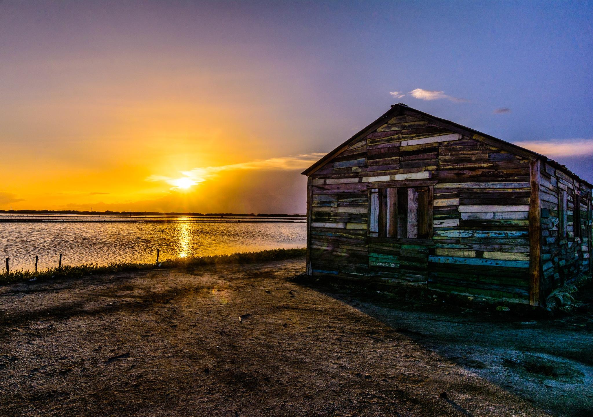 Island sunset by Edwin Concepción