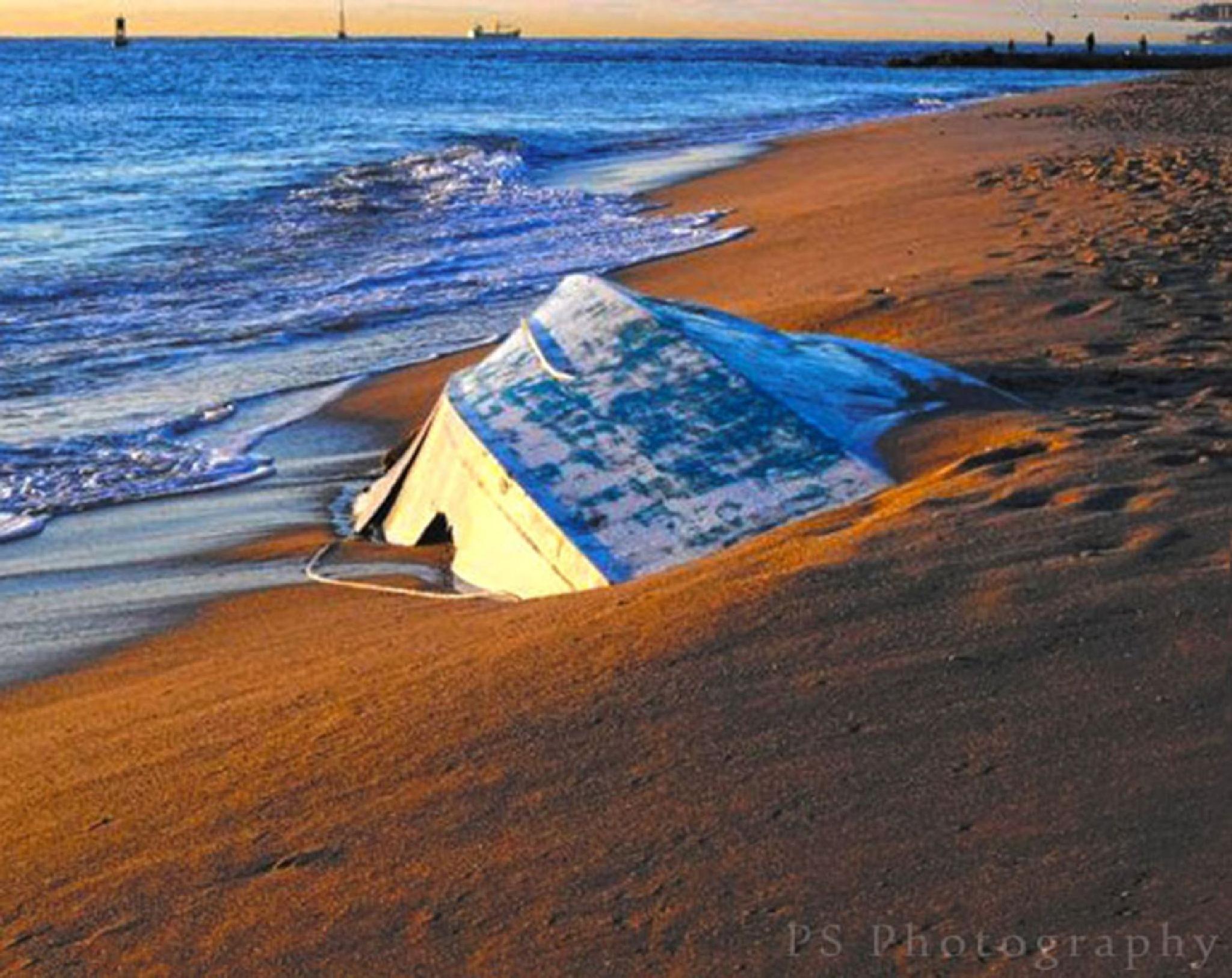 Abandoned boat by pamsheedy